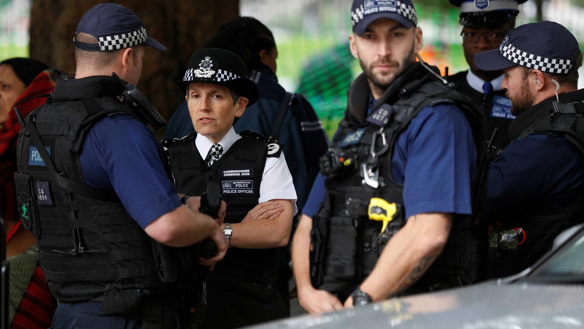 Explosão em metrô de Londres causa pânico em passageiros