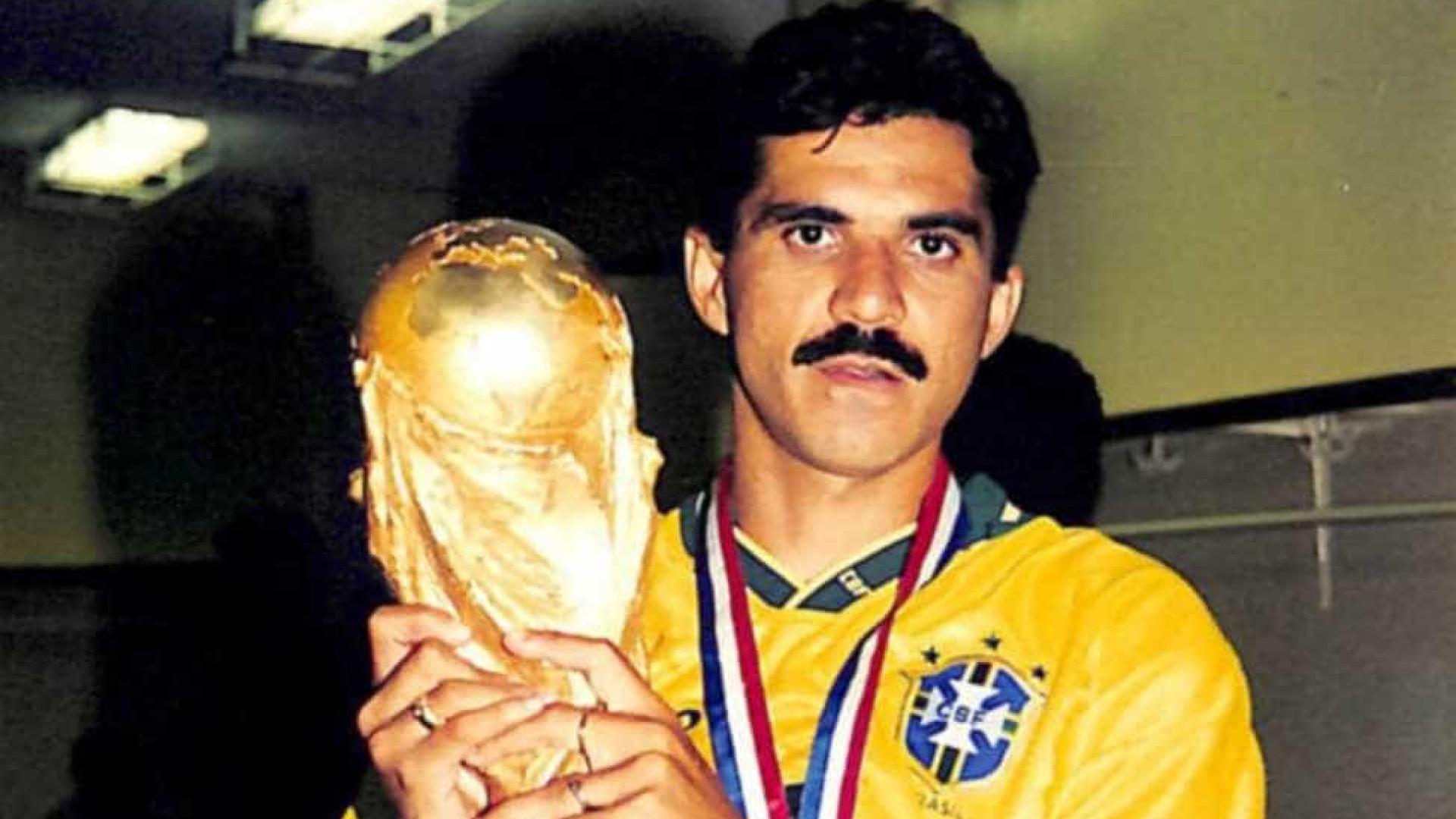 Zagueiro do tetra, Ricardo Rocha completa 55 anos