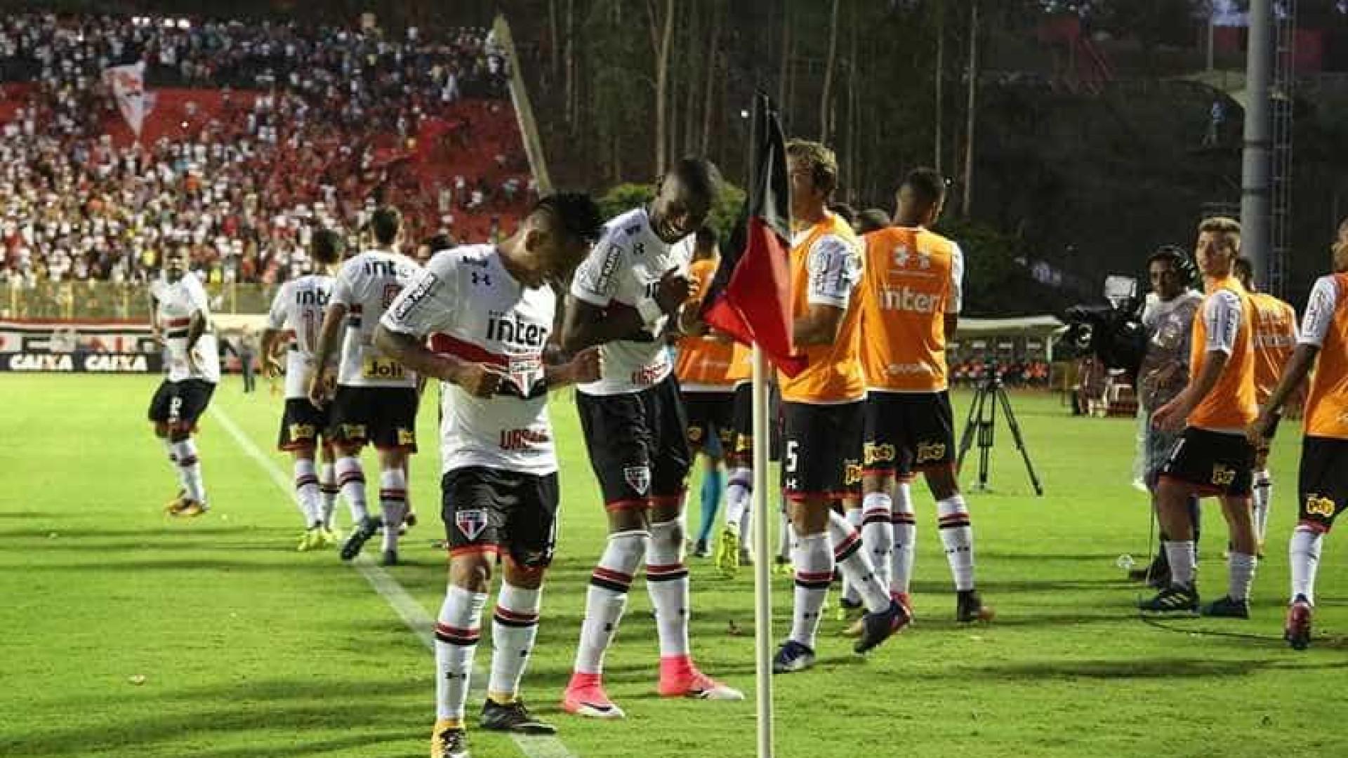São Paulo arranca vitória em Salvador mas fica na zona do rebaixamento 2bae28e799535