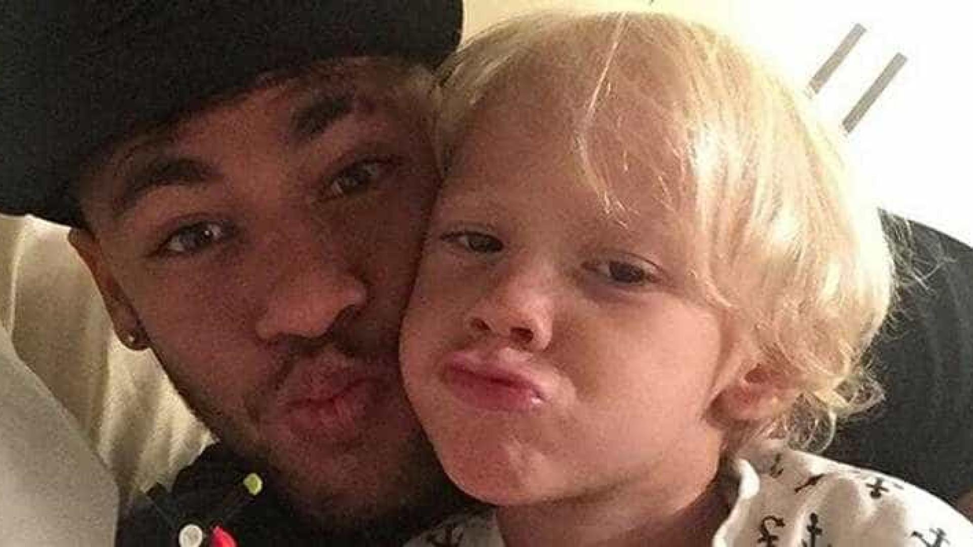 Neymar aproveita folga para curtir o filho; veja