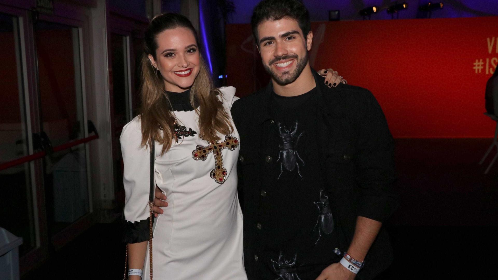 Juliano Laham diz não se incomodar com público curioso pelo seu namoro