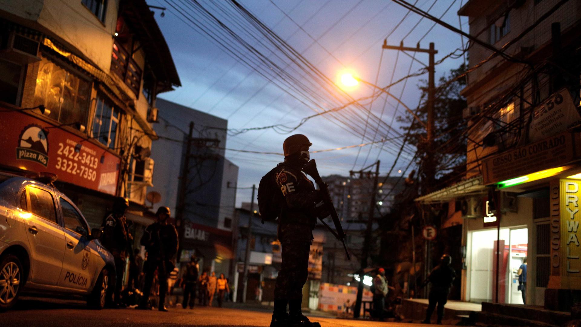 Mais dois PMs são baleados no Rio