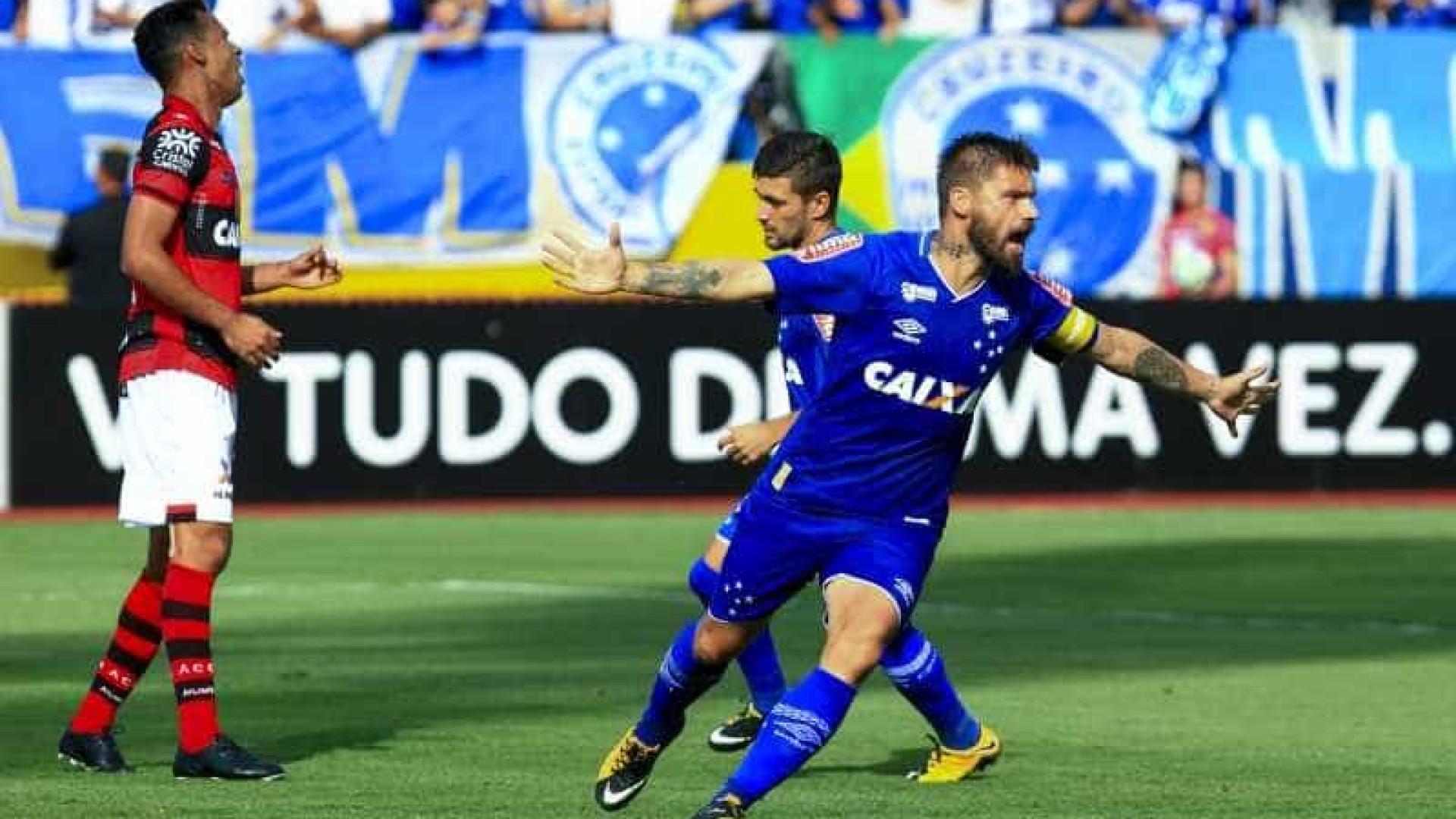 Cruzeiro bate Atlético-GO com gols de Arrascaeta e Sóbis