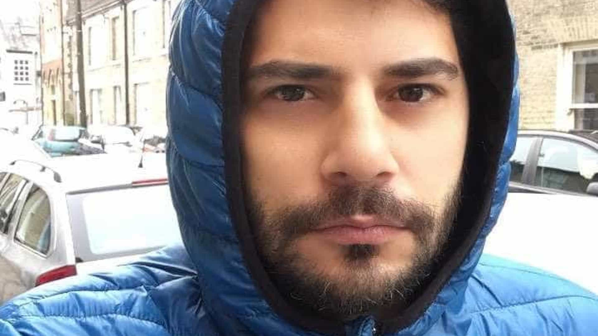 Usando barba, Evaristo Costa posta pedindo emprego de Papai Noel
