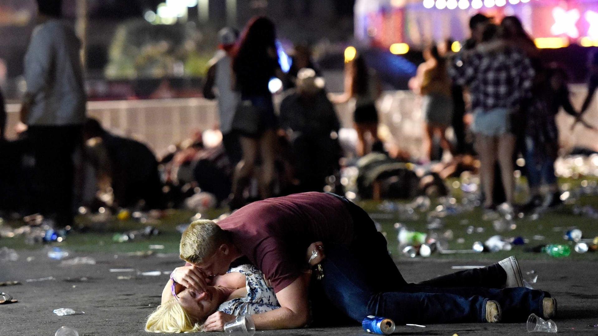 Tiroteio em Las Vegas faz 50 mortos e centenas de feridos; fotos