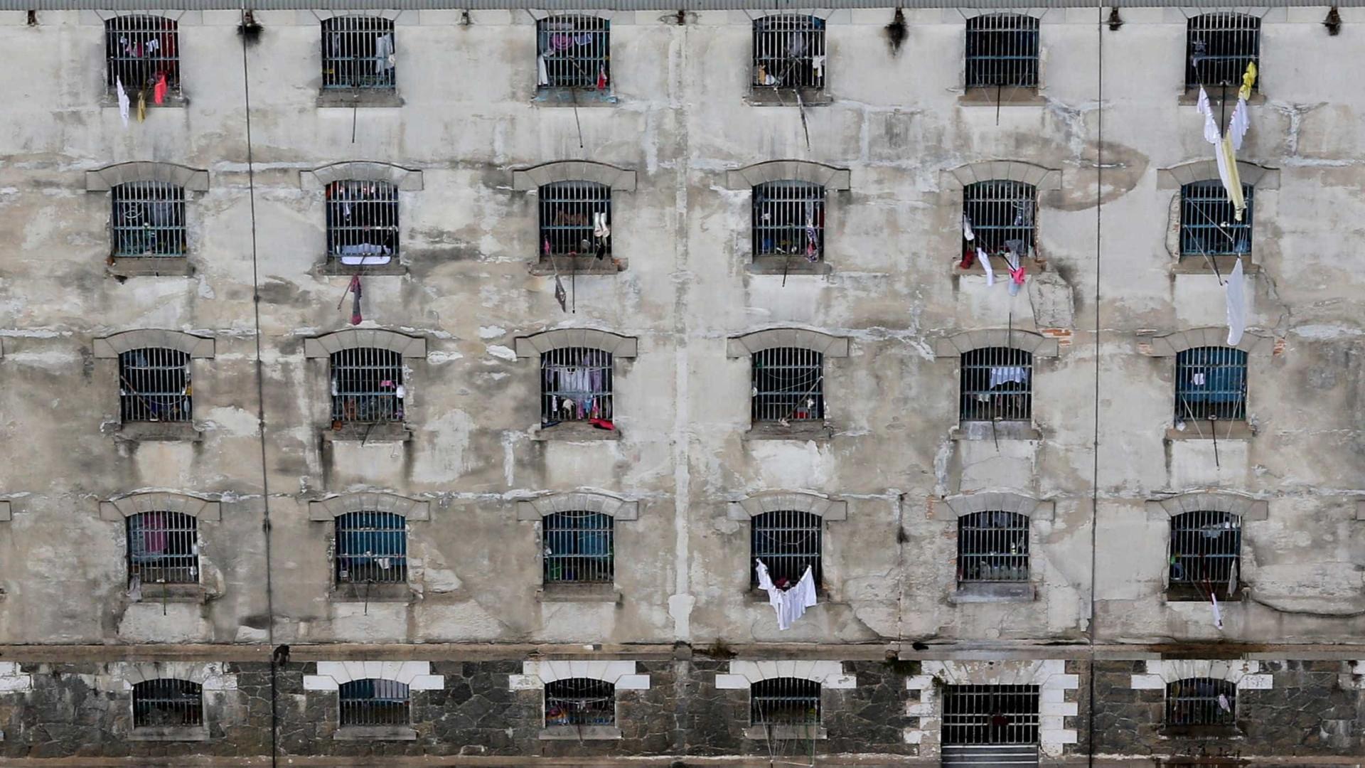 Detentos fazem rebelião em presídio na Baixada Fluminense - Notícias - Cidades