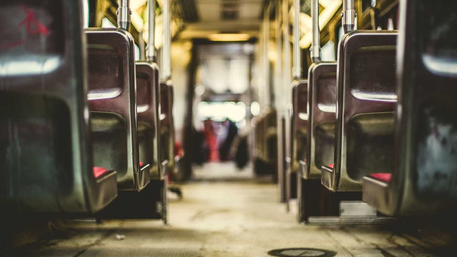 Passageira é morta após falar alto e acordar mulher dentro de ônibus