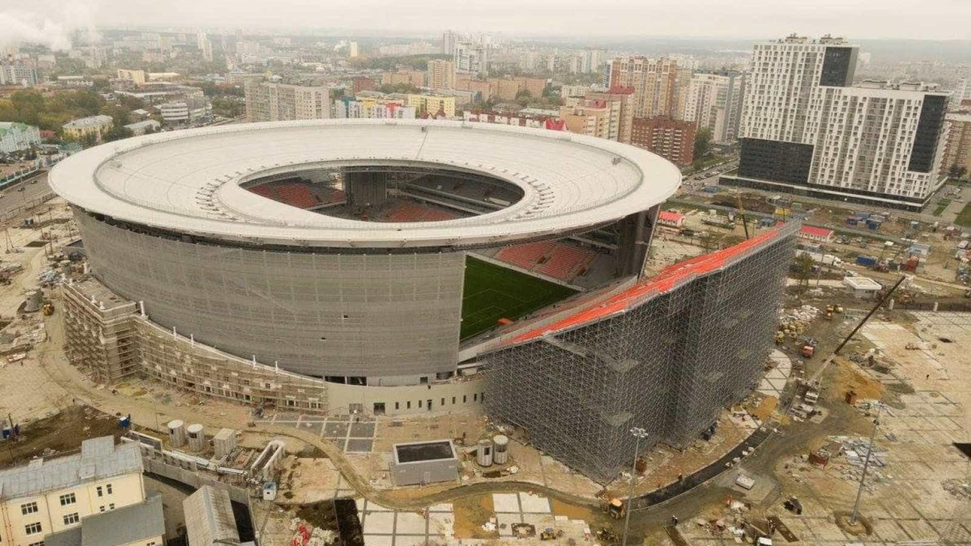 Estádio da próxima Copa impressiona com arquibancada 'para fora'