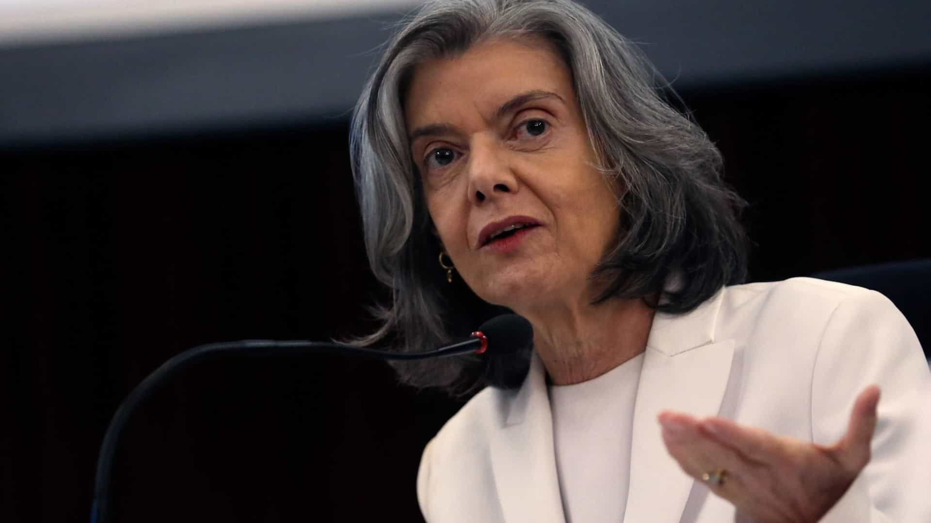 'Processos da Lava Jato precisam ser julgados', diz Carmen Lúcia