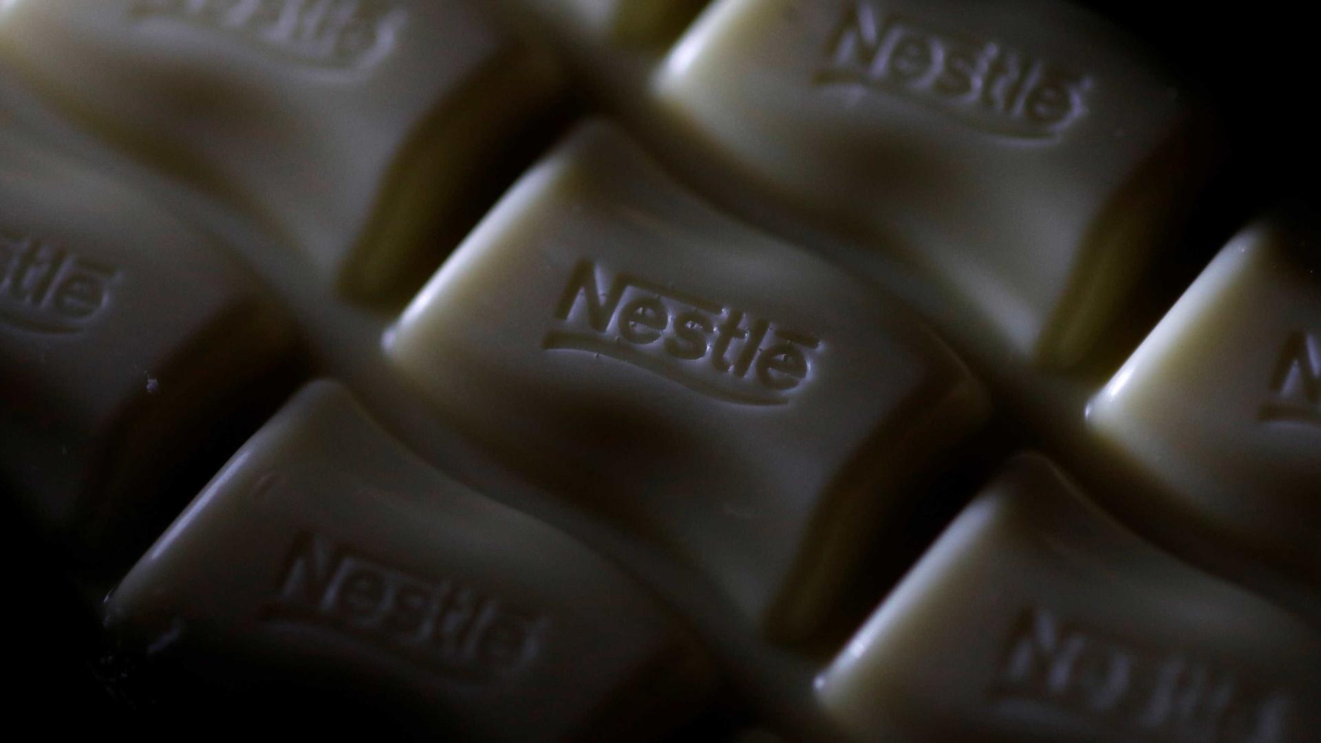 Nestlé é acusada de publicidade enganosa em leite para bebês