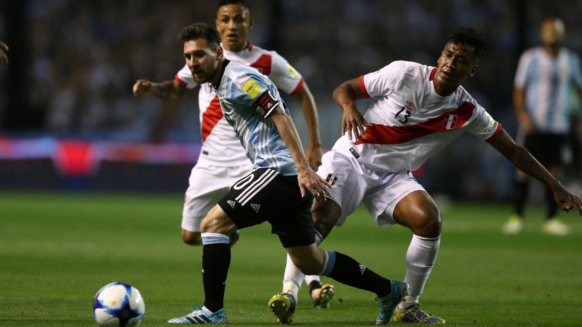 Argentina empata com Peru e se complica na briga por vaga na Copa