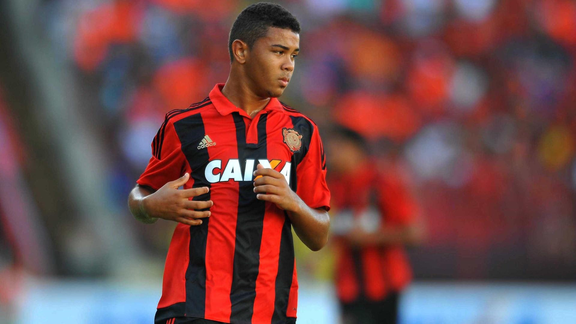 Torcedores fazem Corinthians desistir de Juninho, acusado de agredir ex