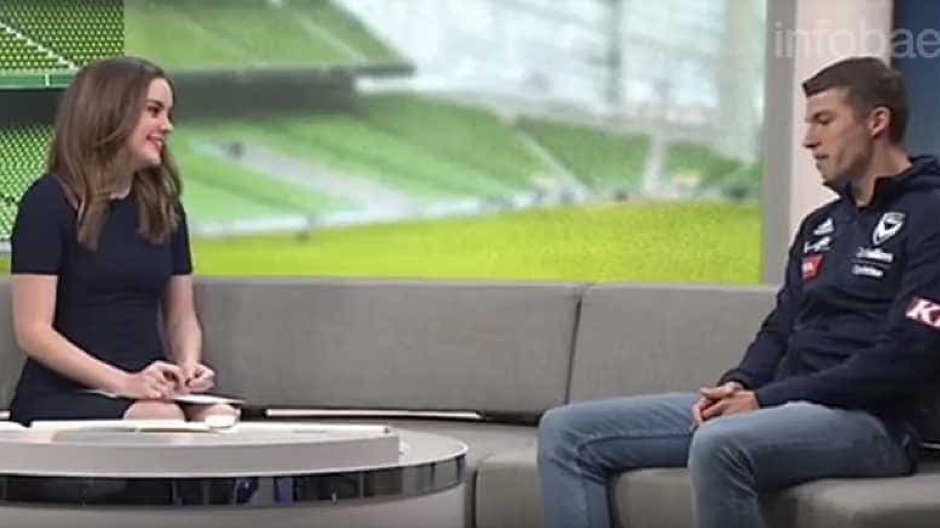 Jogador tem ataque de pânico durante entrevista; assista
