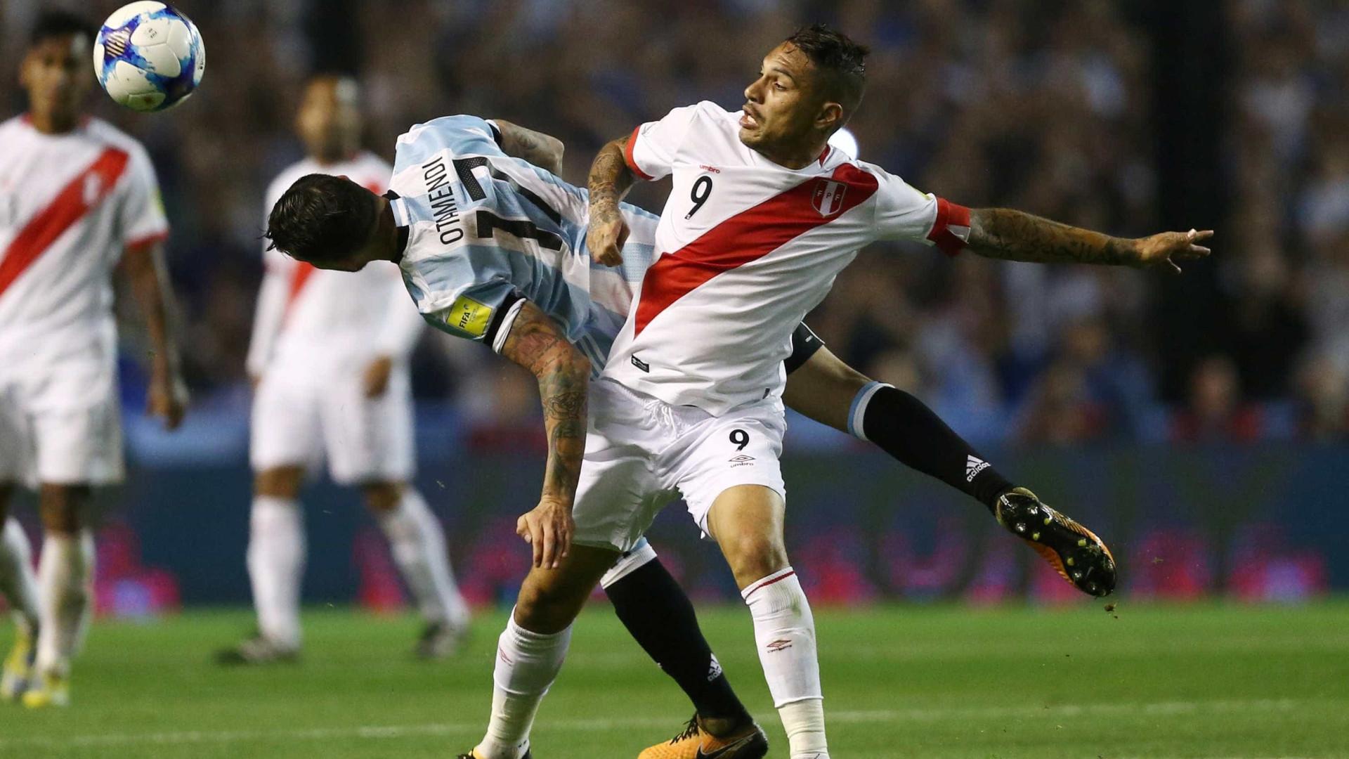 Jornalista argentino faz post ofensivo contra Guerrero e é criticado