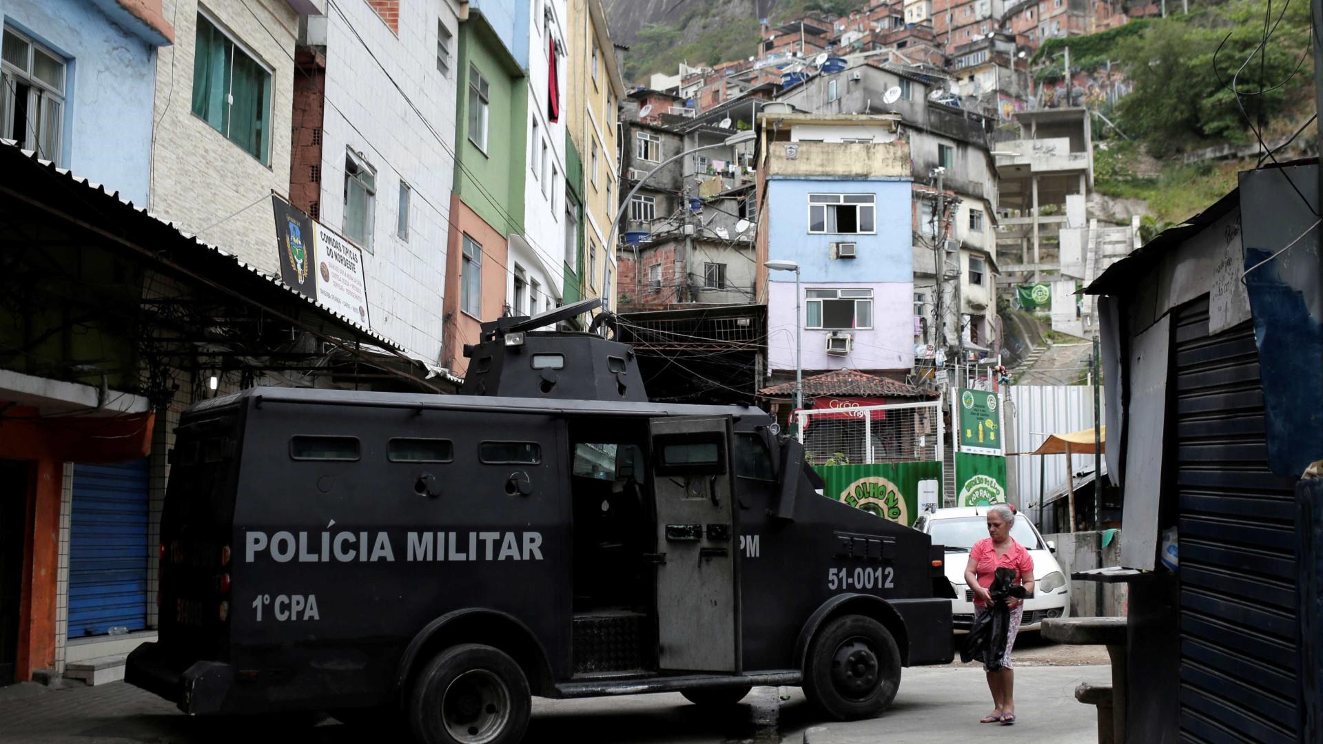 Polícia do Rio prende quatro homens armados a caminho da Rocinha