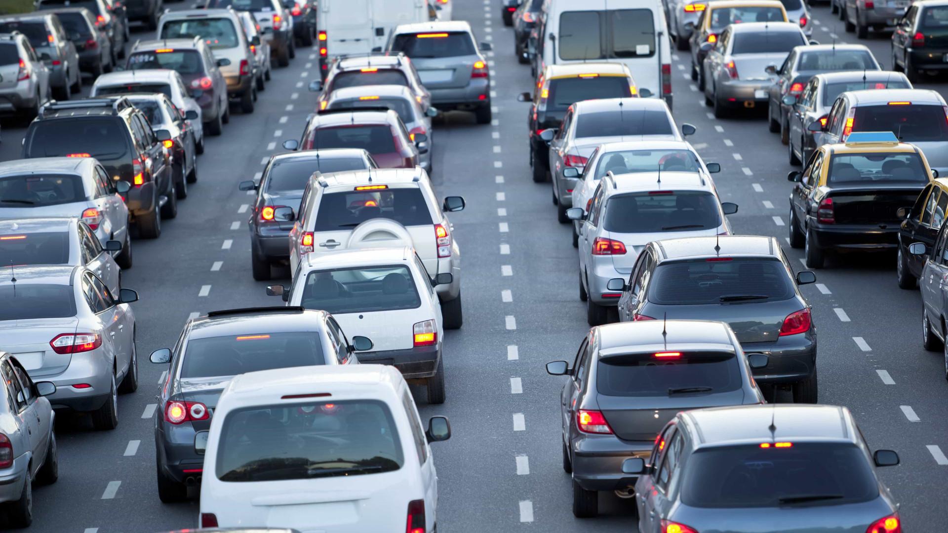 Rodovias paulistas têm trânsito intenso neste feriado