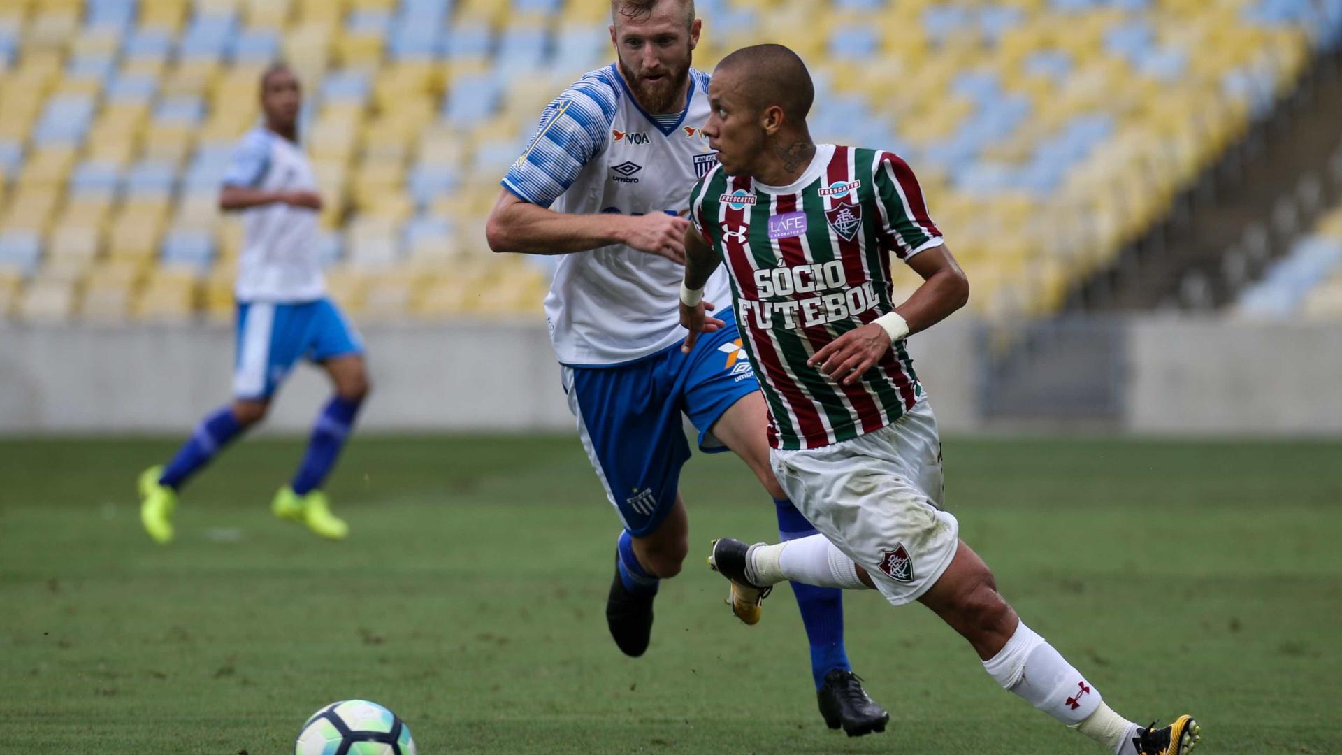 Após dormir no Z4, Flu vence o Avaí e 'respira' no Brasileirão