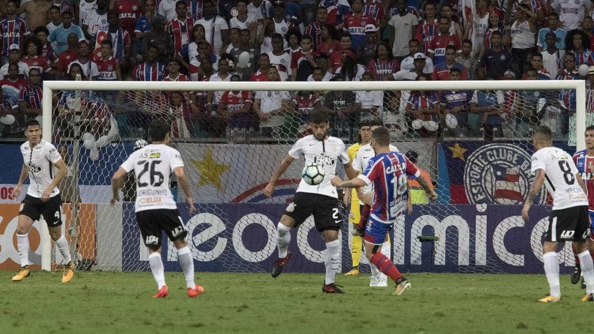 Corinthians perde para o Bahia e vantagem pode cair para sete pontos