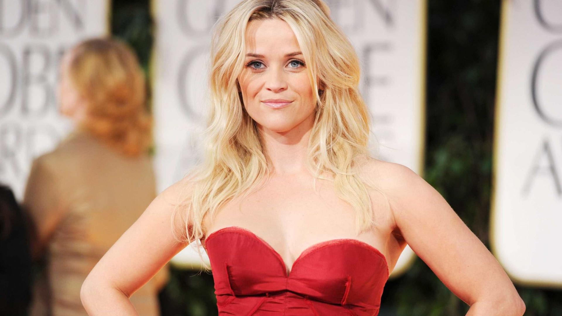 Reese Witherspoon posa com mãe e filha; fãs destacam semelhanças