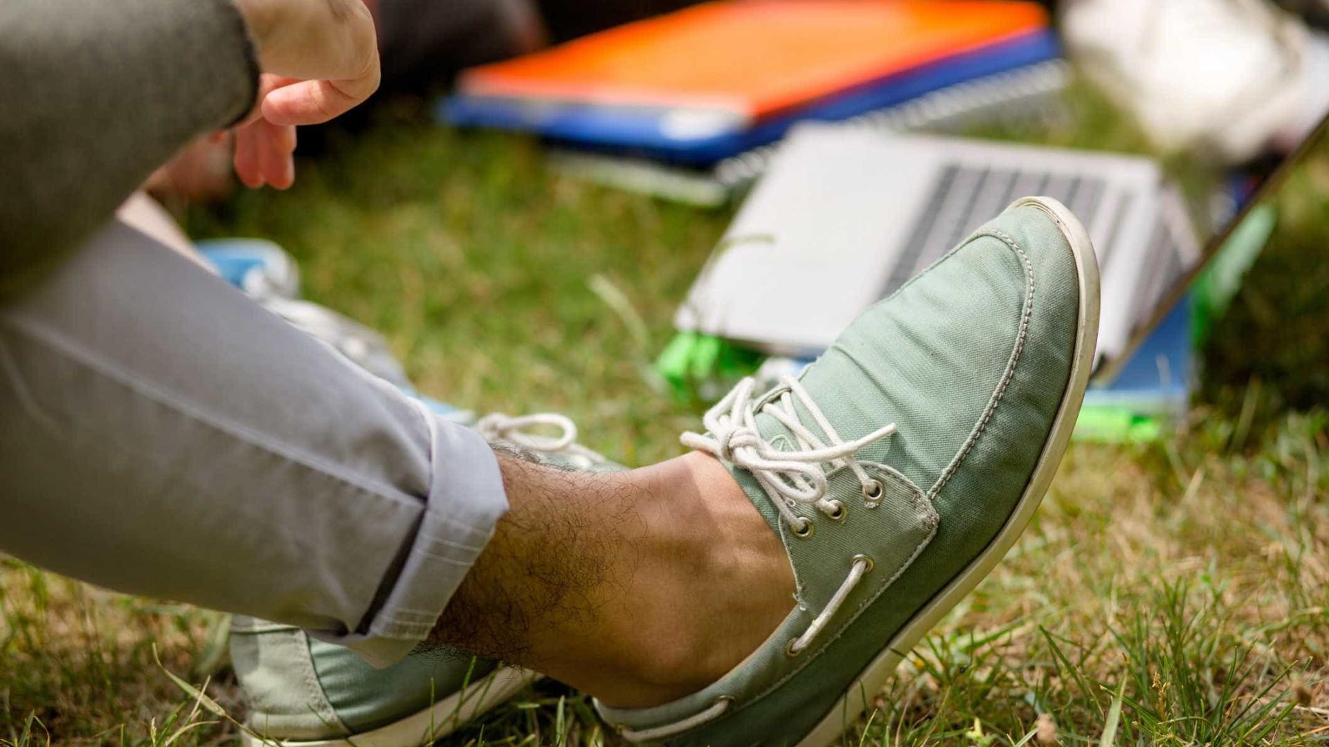 Usar sapatos sem meia pode causar problemas de saúde; saiba mais
