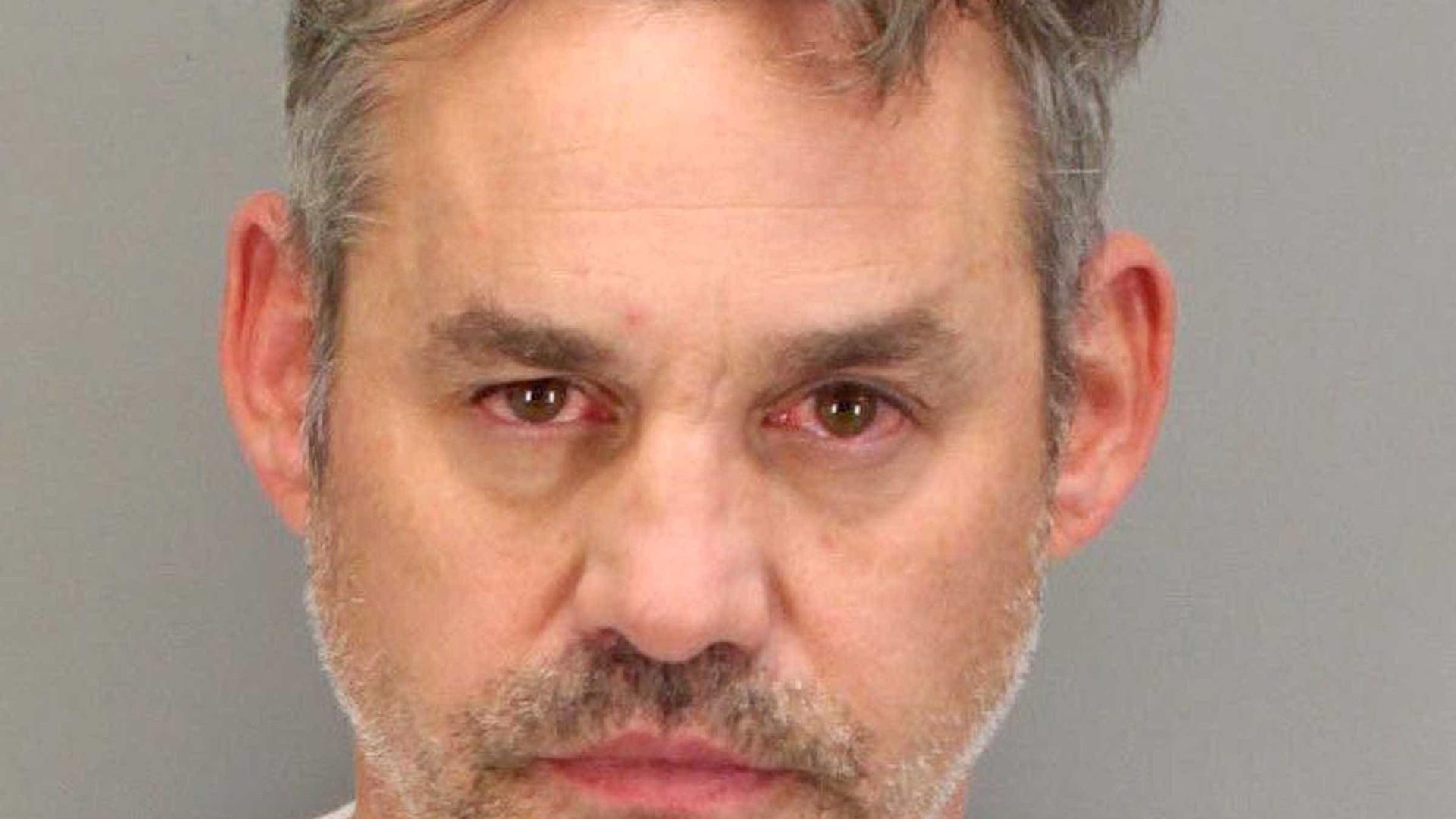 Ator de Buffy é preso novamente após ser acusado de atacar a namorada