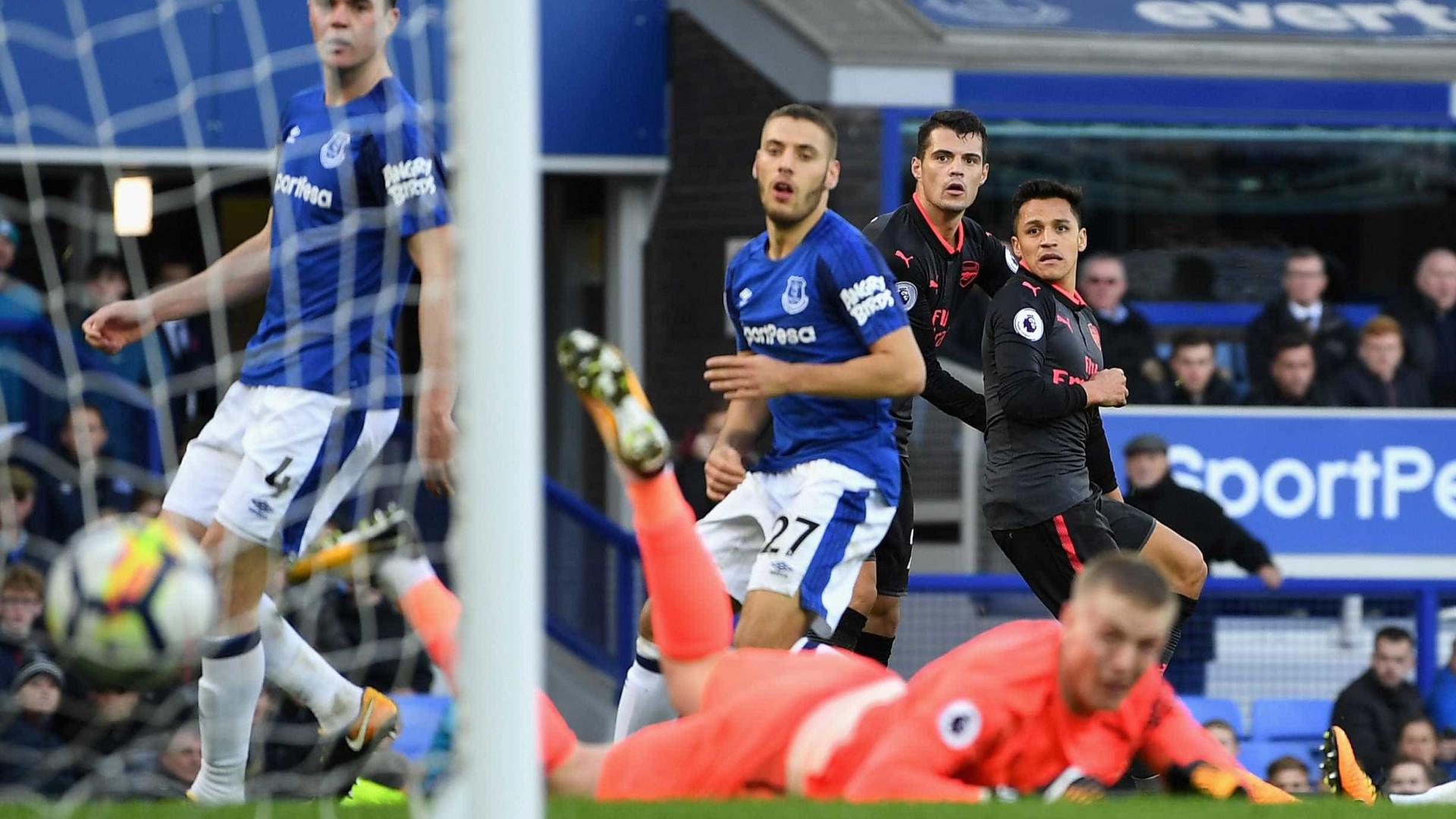 Arsenal goleia o Everton por 5 a 2 e afunda o rival na crise