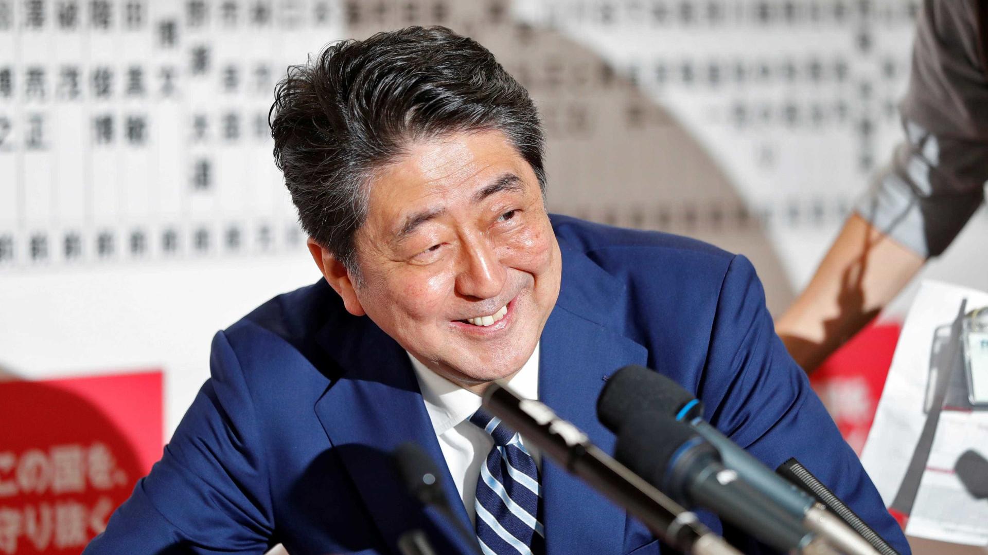 Primeiro-ministro ressurge forte e vence eleições antecipadas no Japão