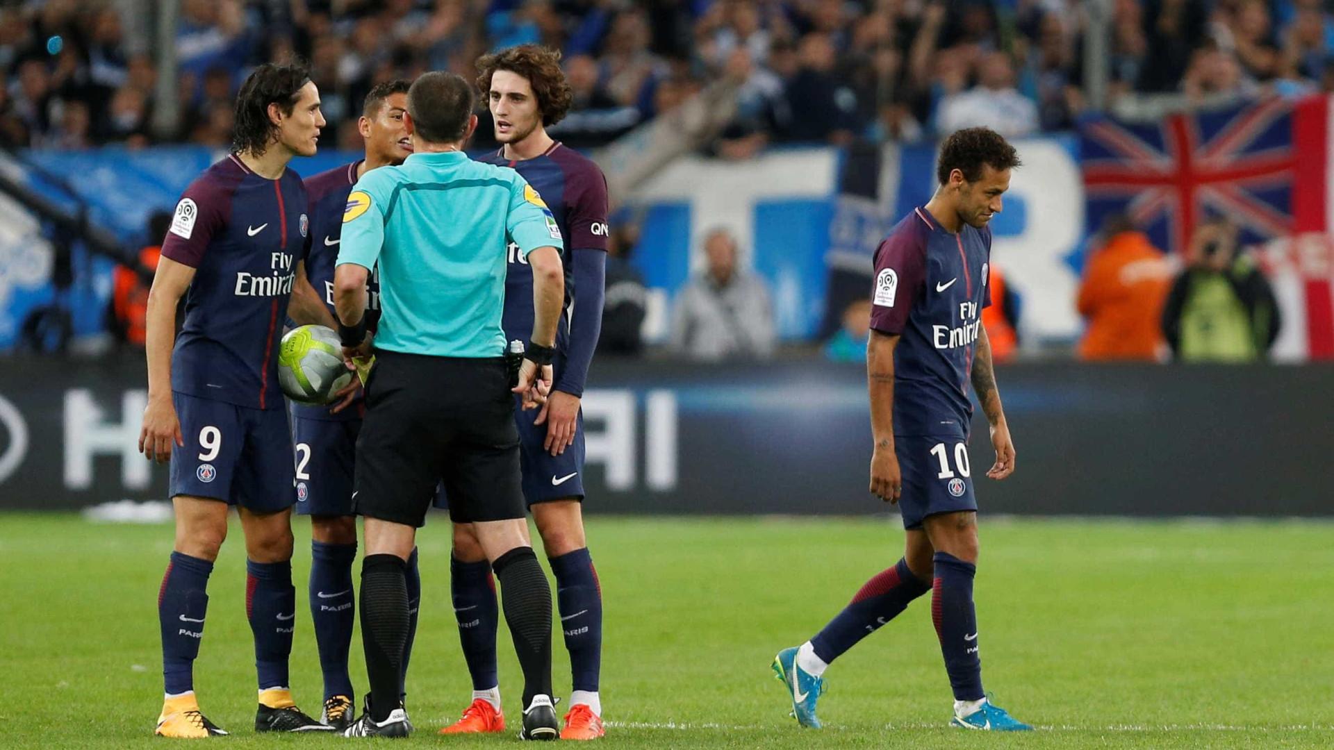 Neymar detona árbitro após ser expulso de jogo do PSG: 'Quis aparecer'