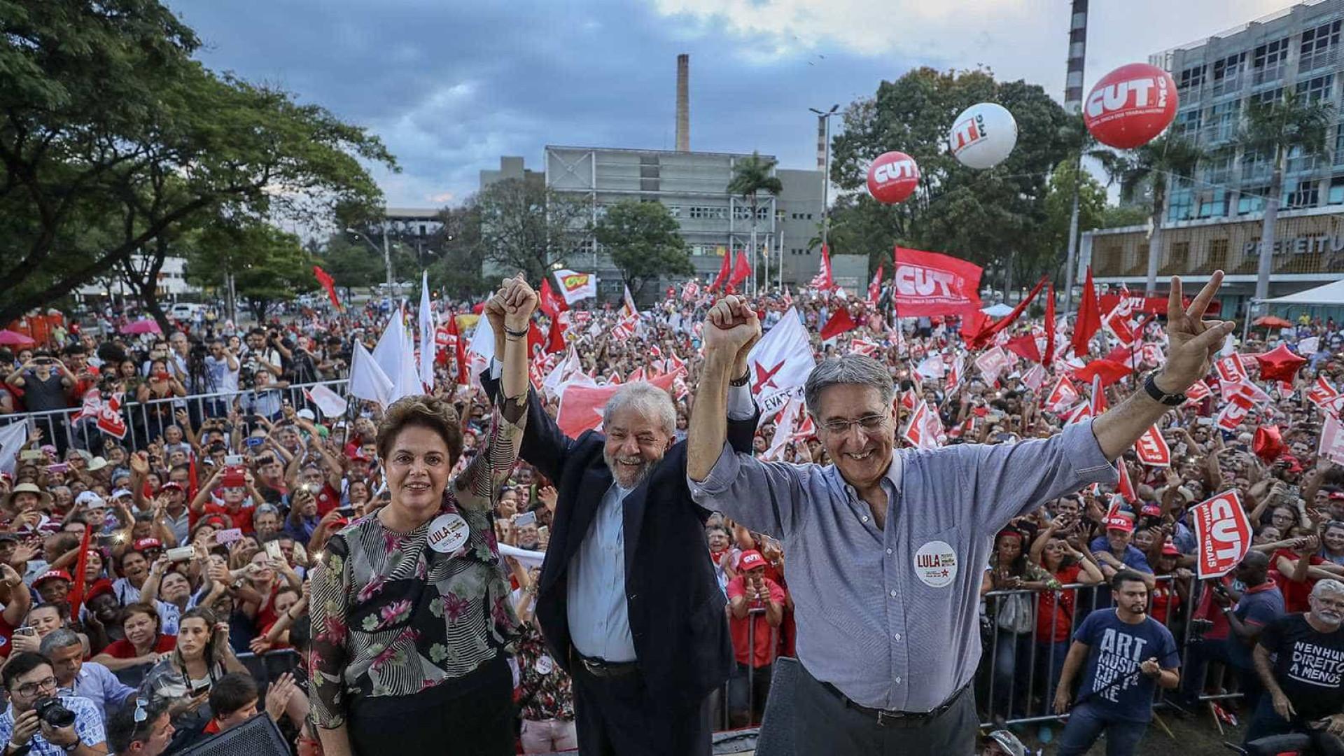 'Lulinha paz e amor voltou', diz ex-presidente durante caravana em MG