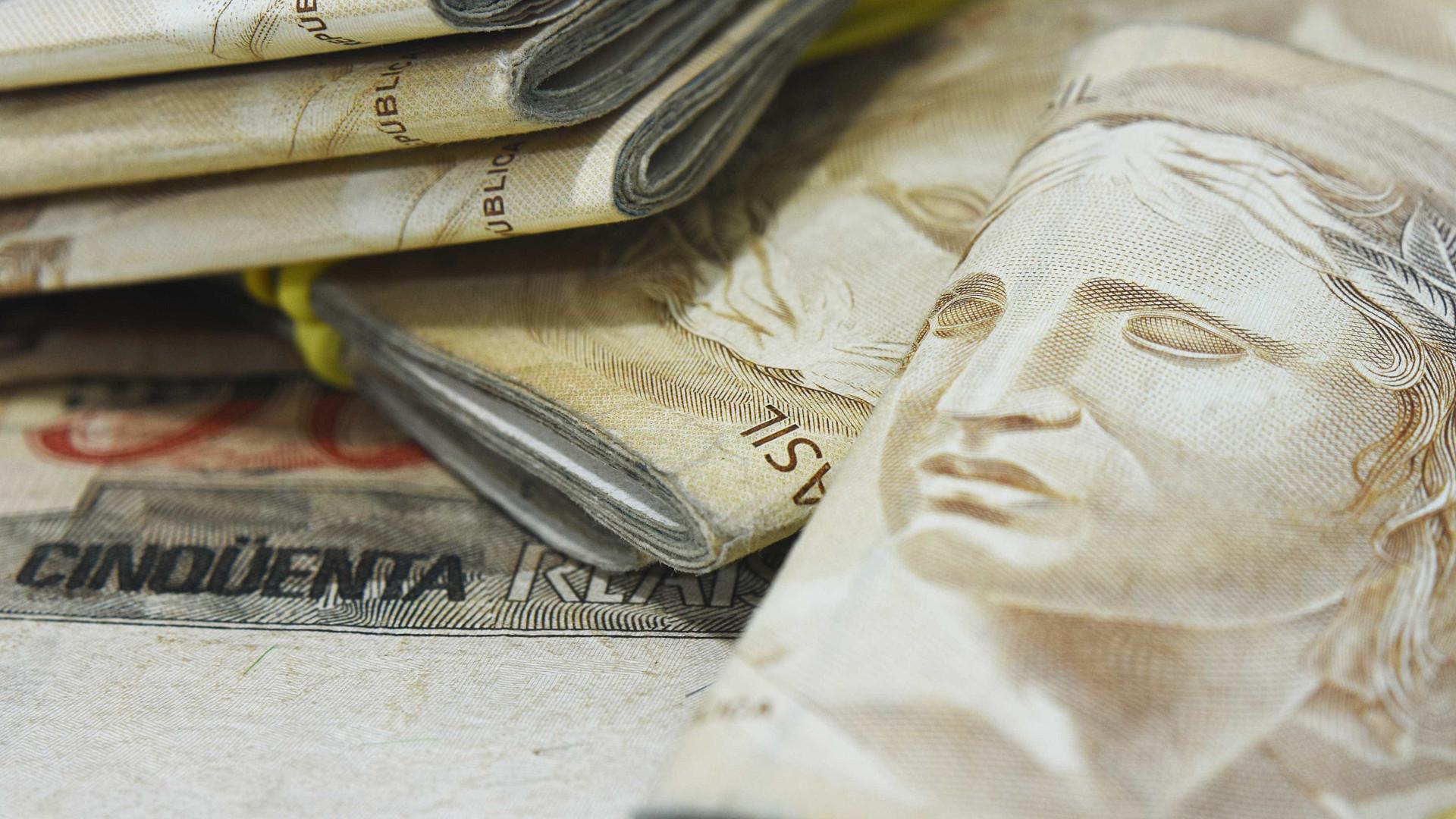 Previsão de déficit em contas públicas cai para R$ 141,038 bilhões