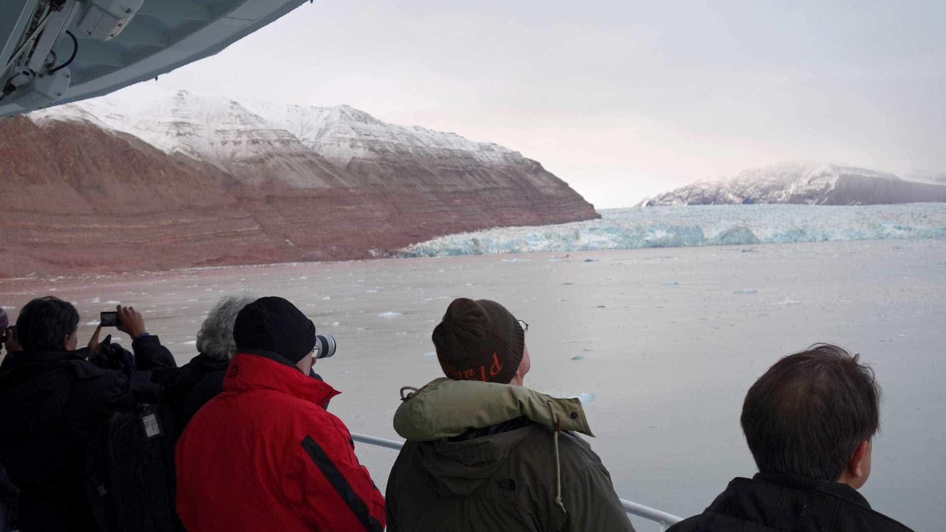 Helicóptero russo com 8 pessoas a bordo cai no oceano Ártico