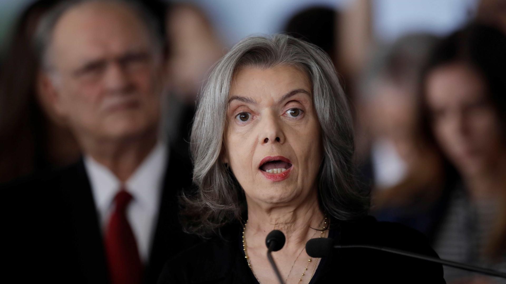 Cármen Lúcia diz que não vai se dobrar à pressão sobre prisão de Lula