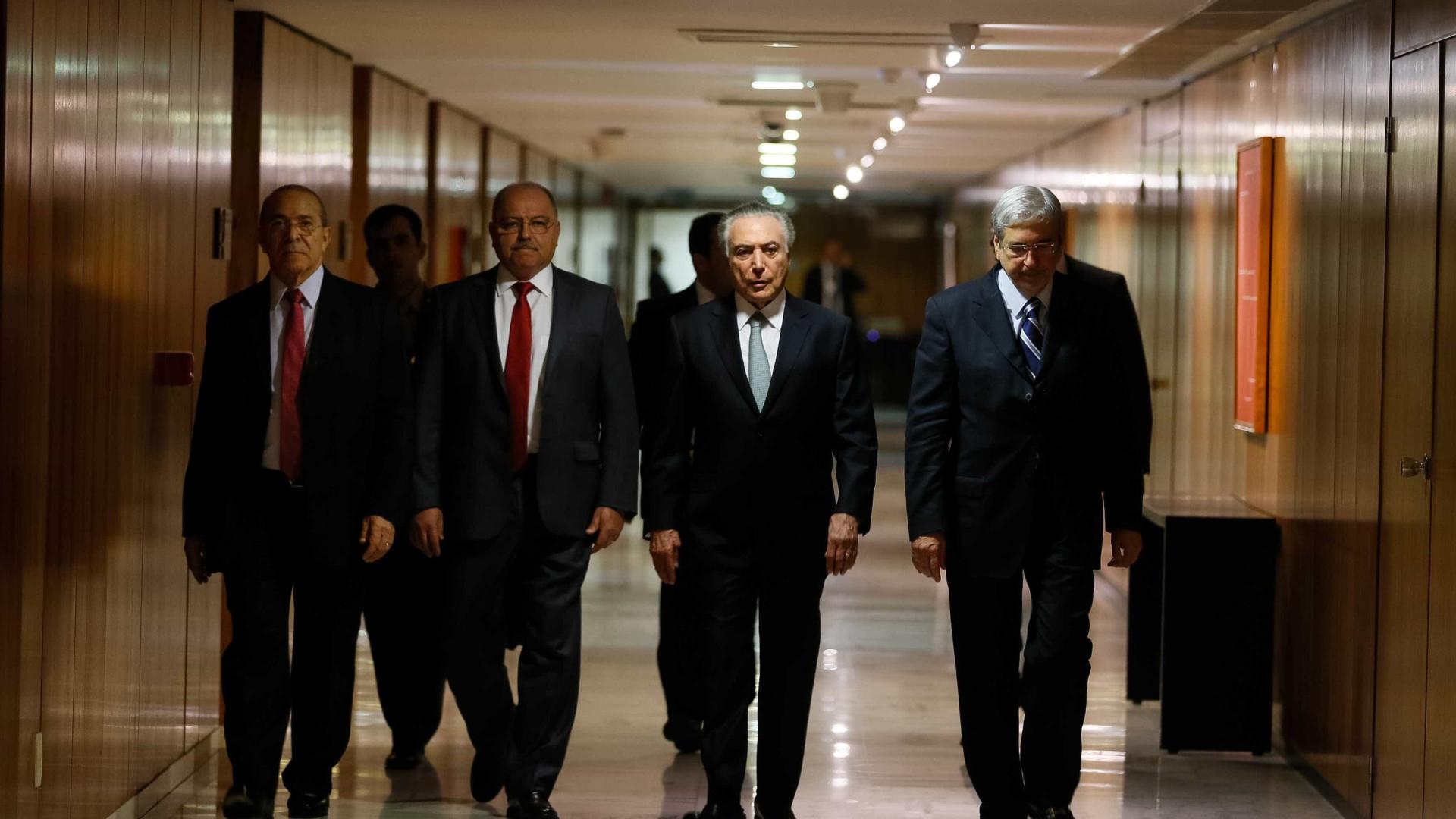 Após racha no PSDB, Bruno Araújo entrega ministério das Cidades