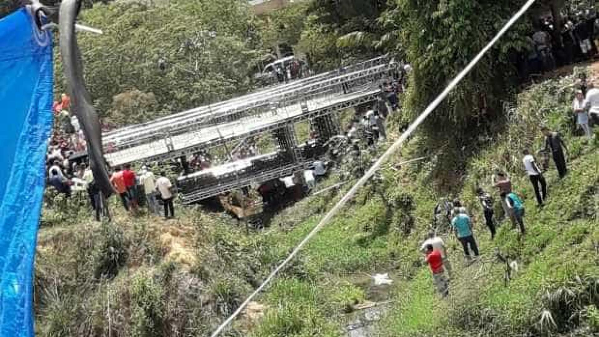 Ponte cai durante evento da Igreja Mundial e deixa cerca de 40 feridos