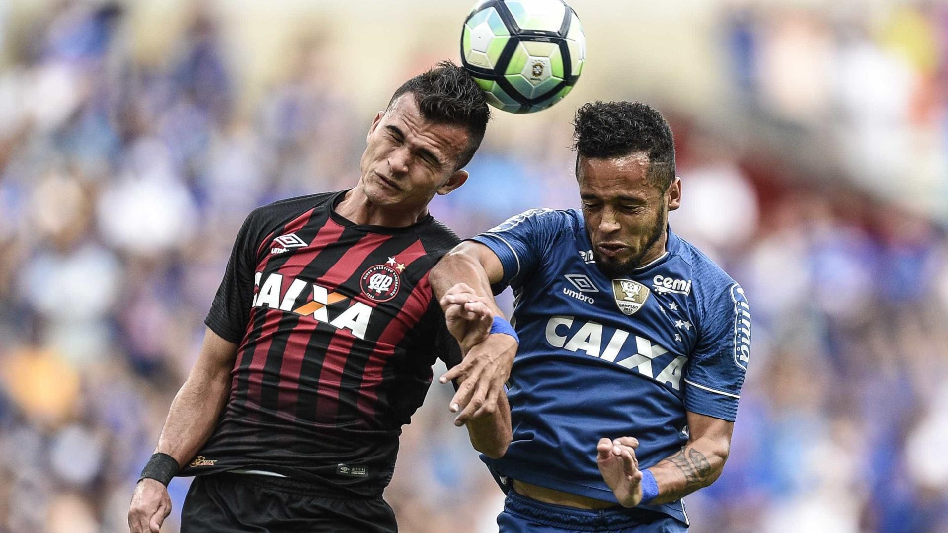 Cruzeiro frustra planos do Atlético-PR e vence com golaço de Arrascaeta