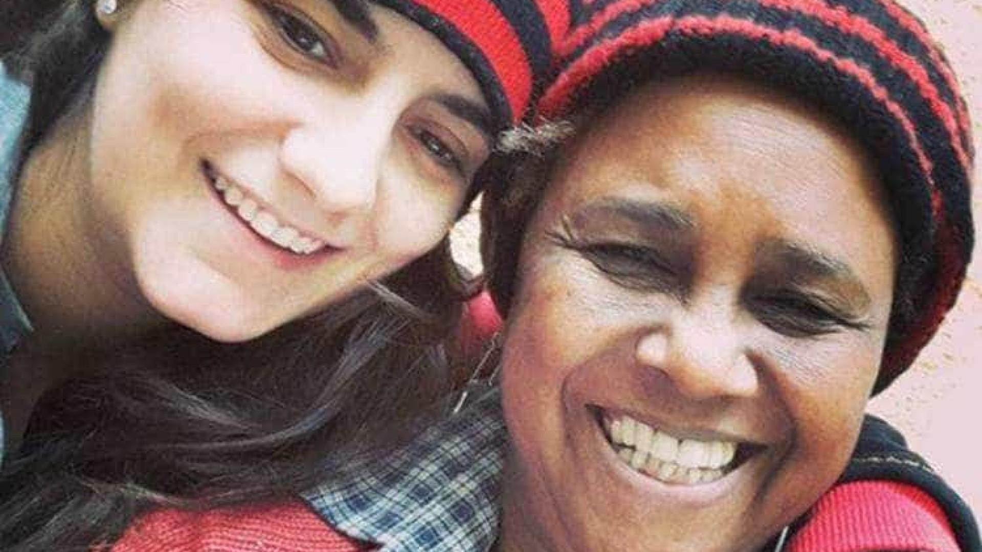 Sandra de Sá e a mulher 29 anos mais nova fazem tatuagens iguais