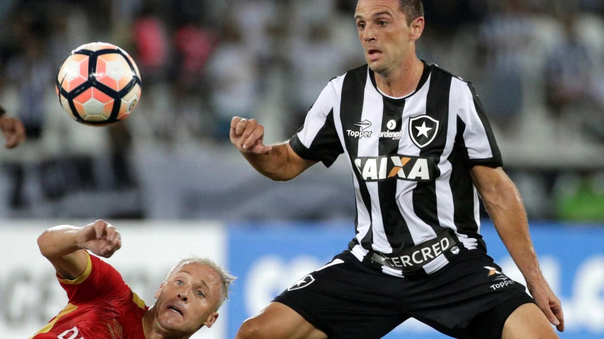 No Instagram, Montillo anuncia fim de aposentadoria do futebol