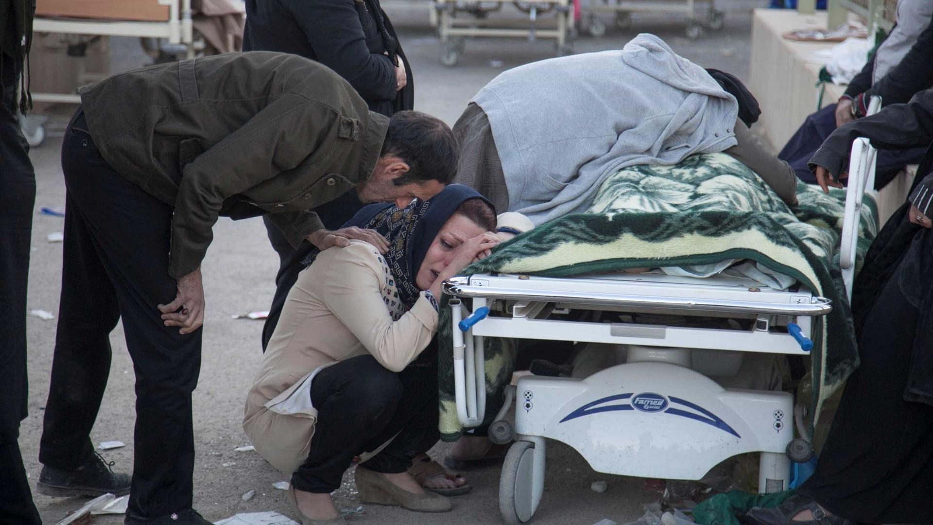 Mais de 440 pessoas morrem em terremoto entre Irã e Iraque