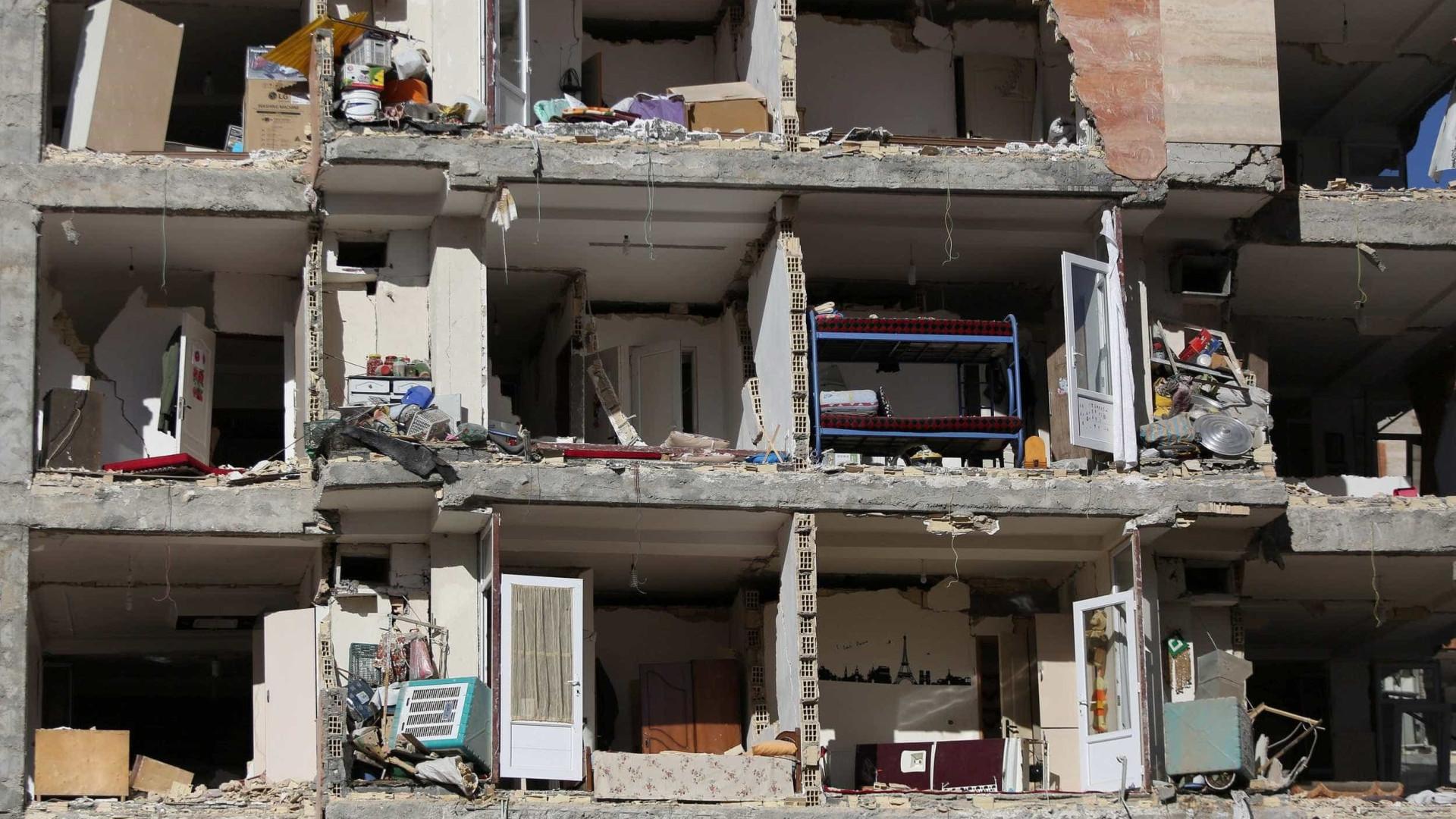 Terremoto no Irã soterra 200 pessoas em conjunto residencial