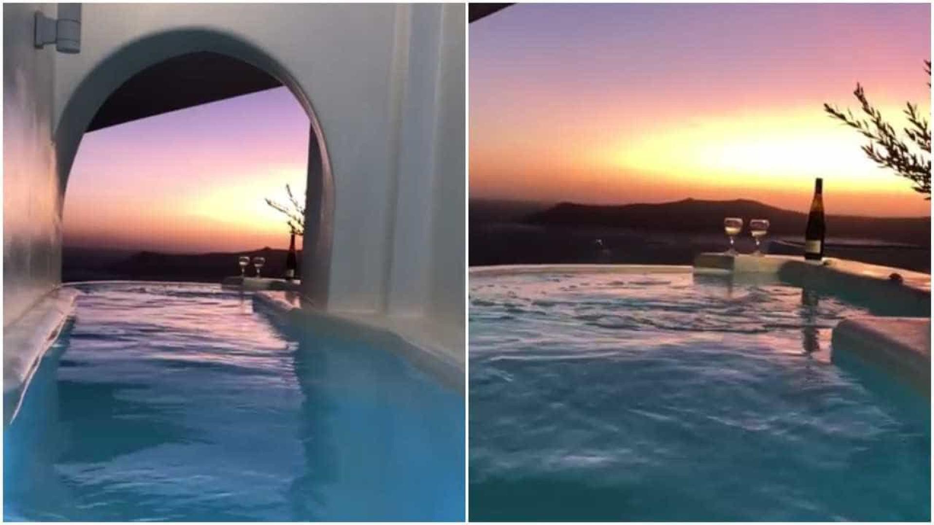 A vista privilegiada do pôr-do-sol de um hotel em Santorini