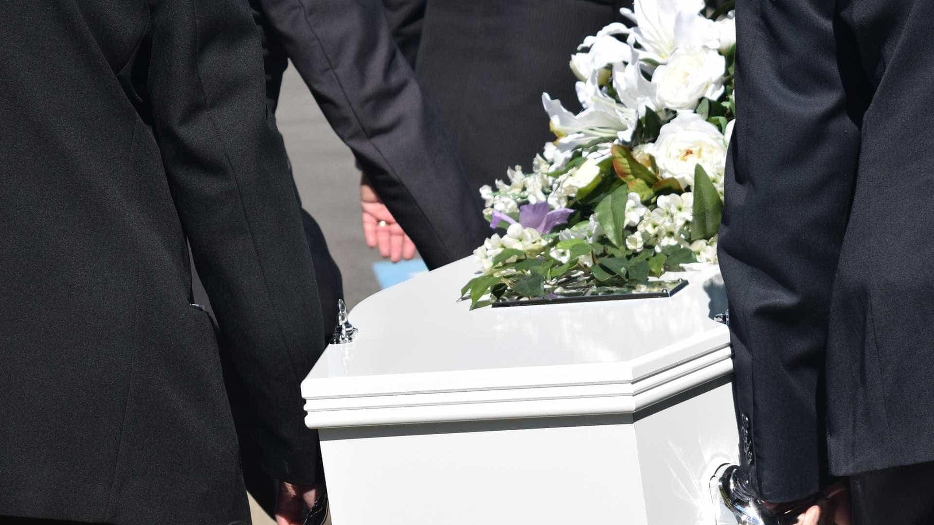 Mãe se recusa a enterrar filha por acreditar que ainda está viva