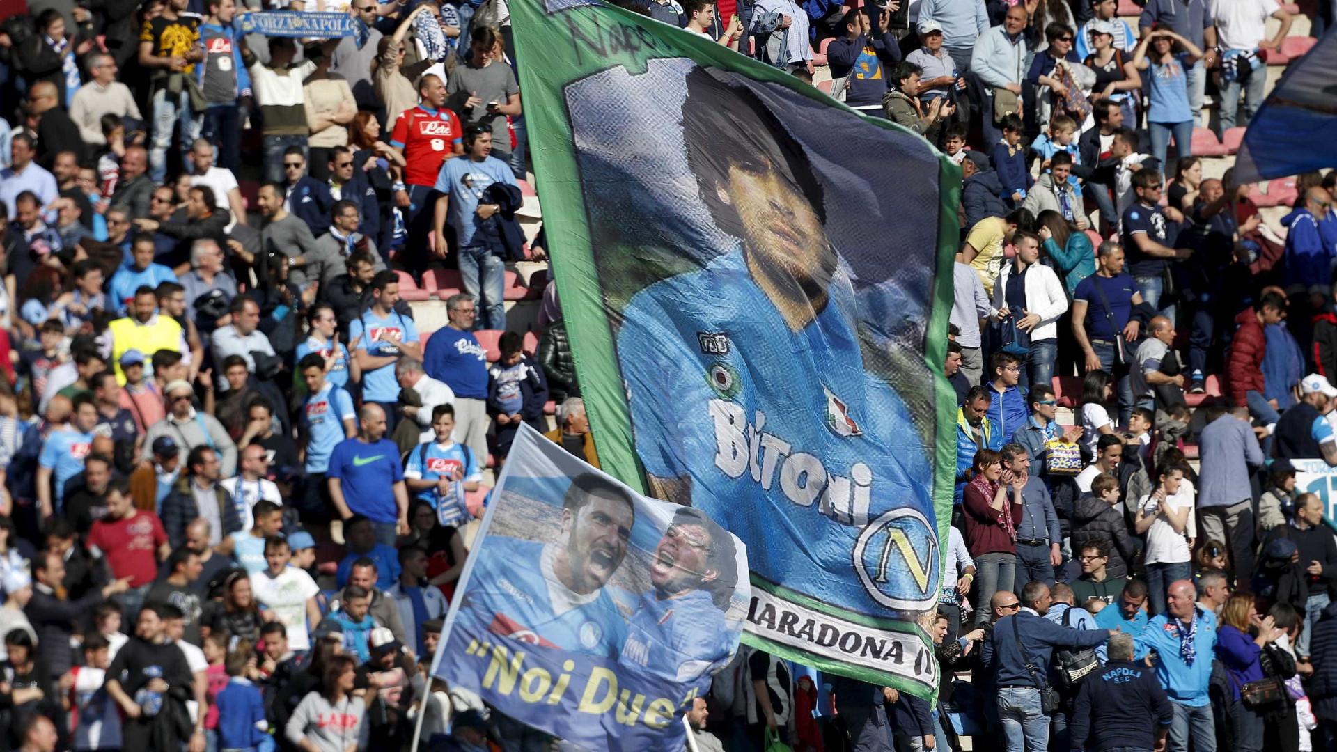 Maradona lamenta eliminação da Itália para Suécia