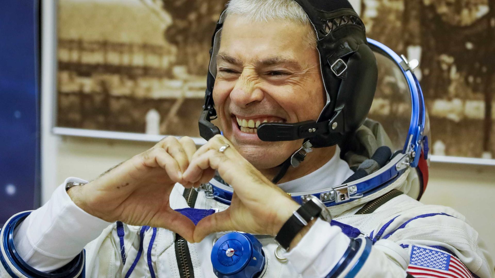 Astronautas recebem 'mimos' na Estação Espacial Internacional