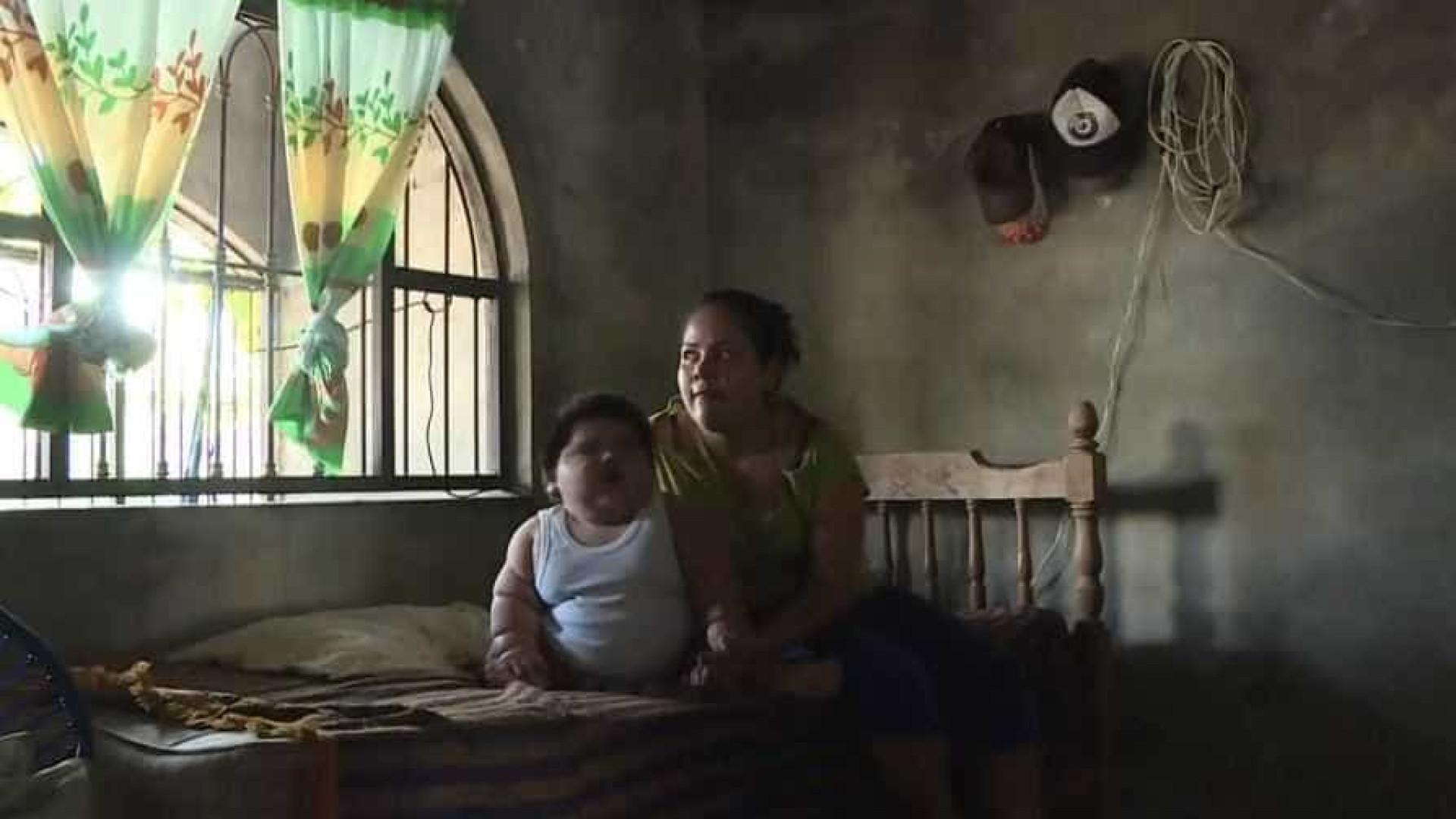 Bebê pesa como criança de 9 anos devido a condição rara