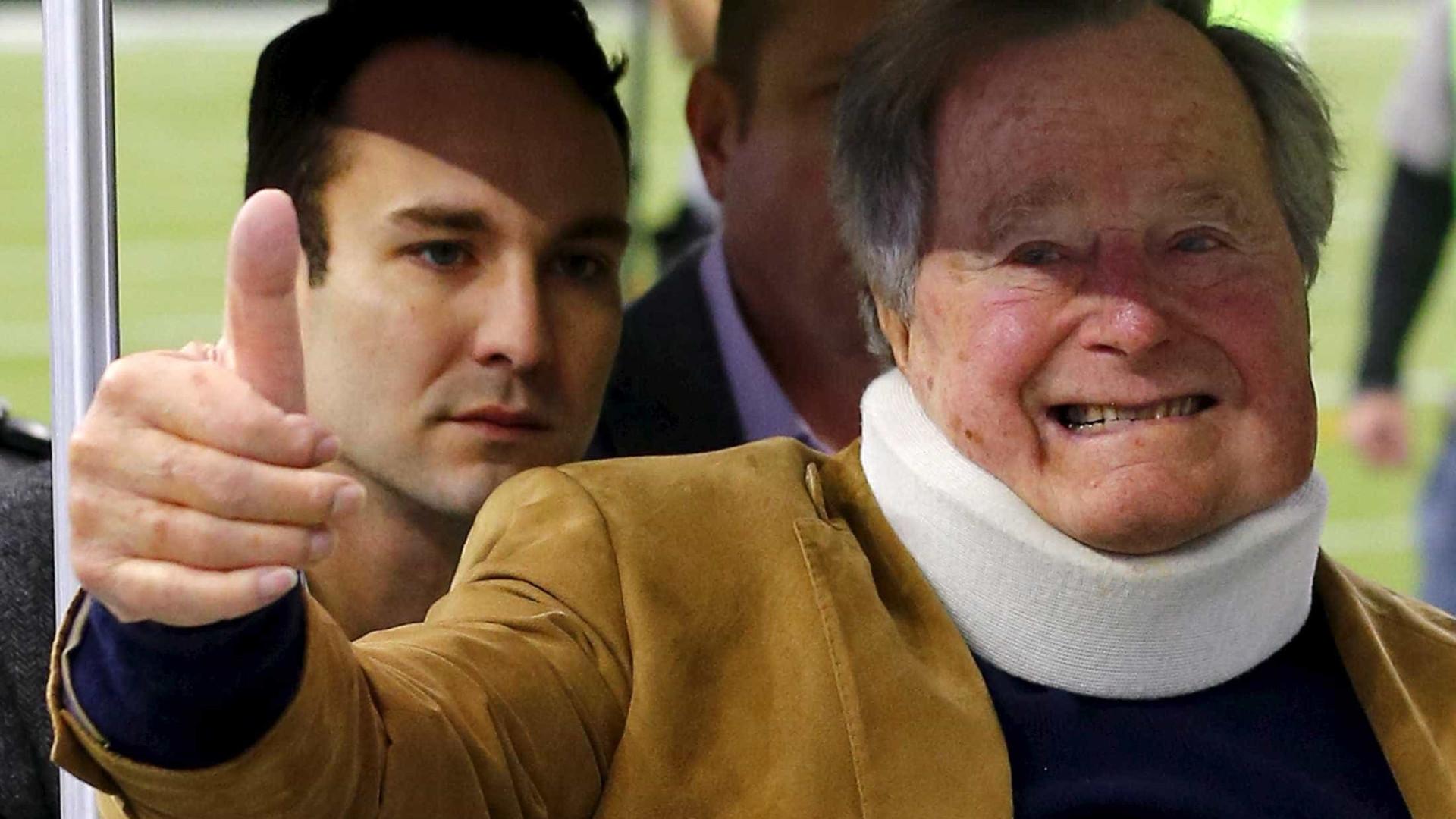 Sexta mulher acusa Bush pai de ter apertado suas nádegas em evento