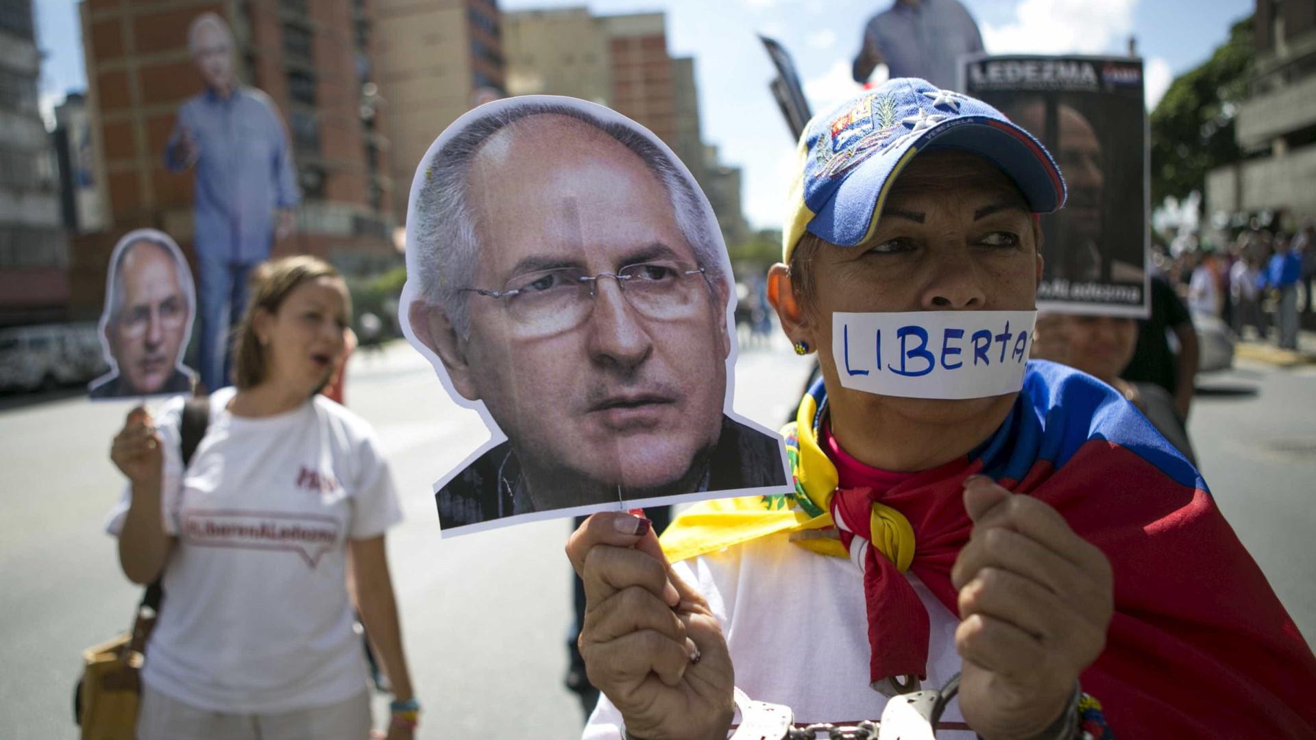 Prefeito opositor de Caracas chega a Madri e cita