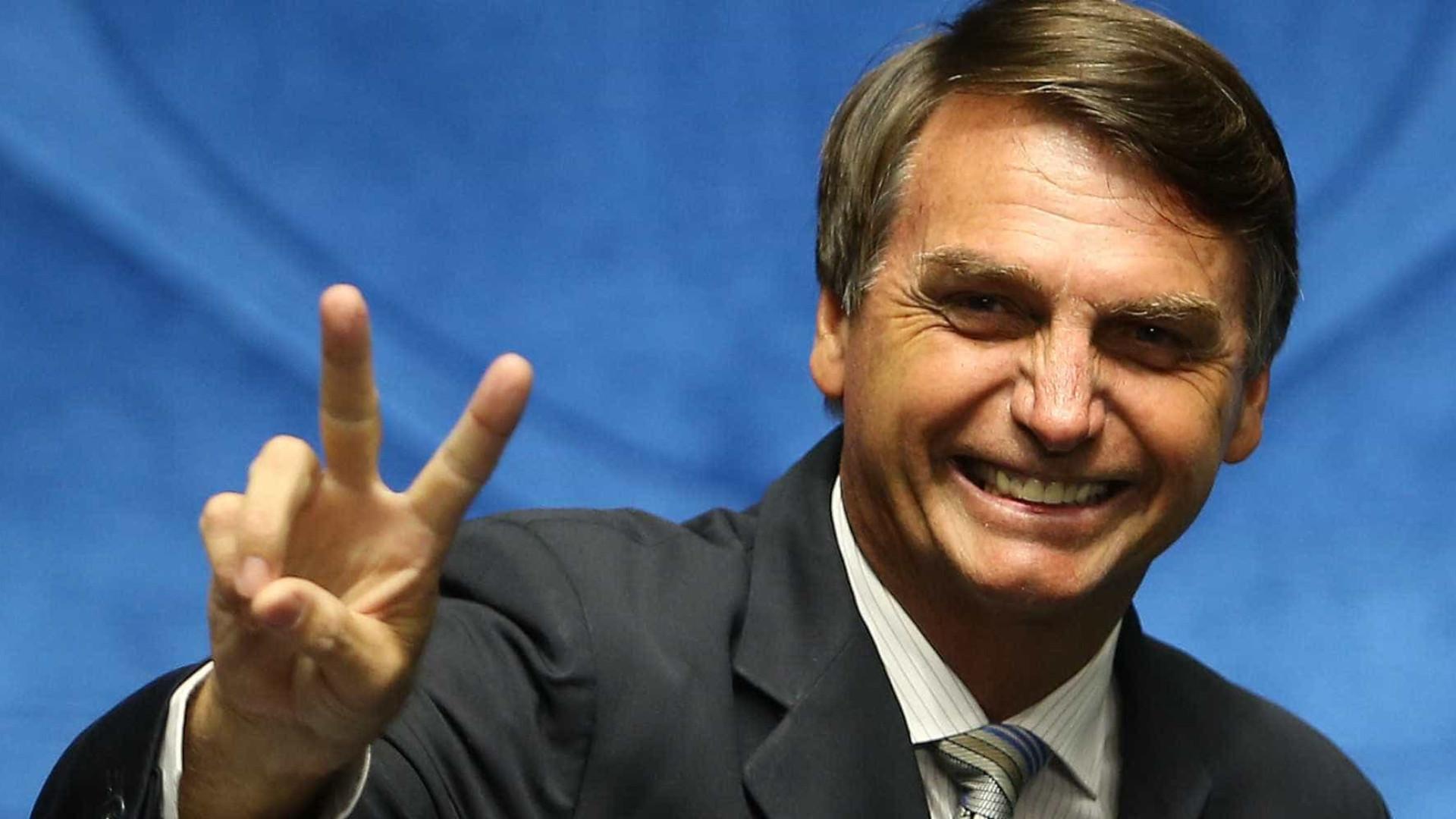 Bolsonaro assina filiação 'pré-datada' ao Patriota