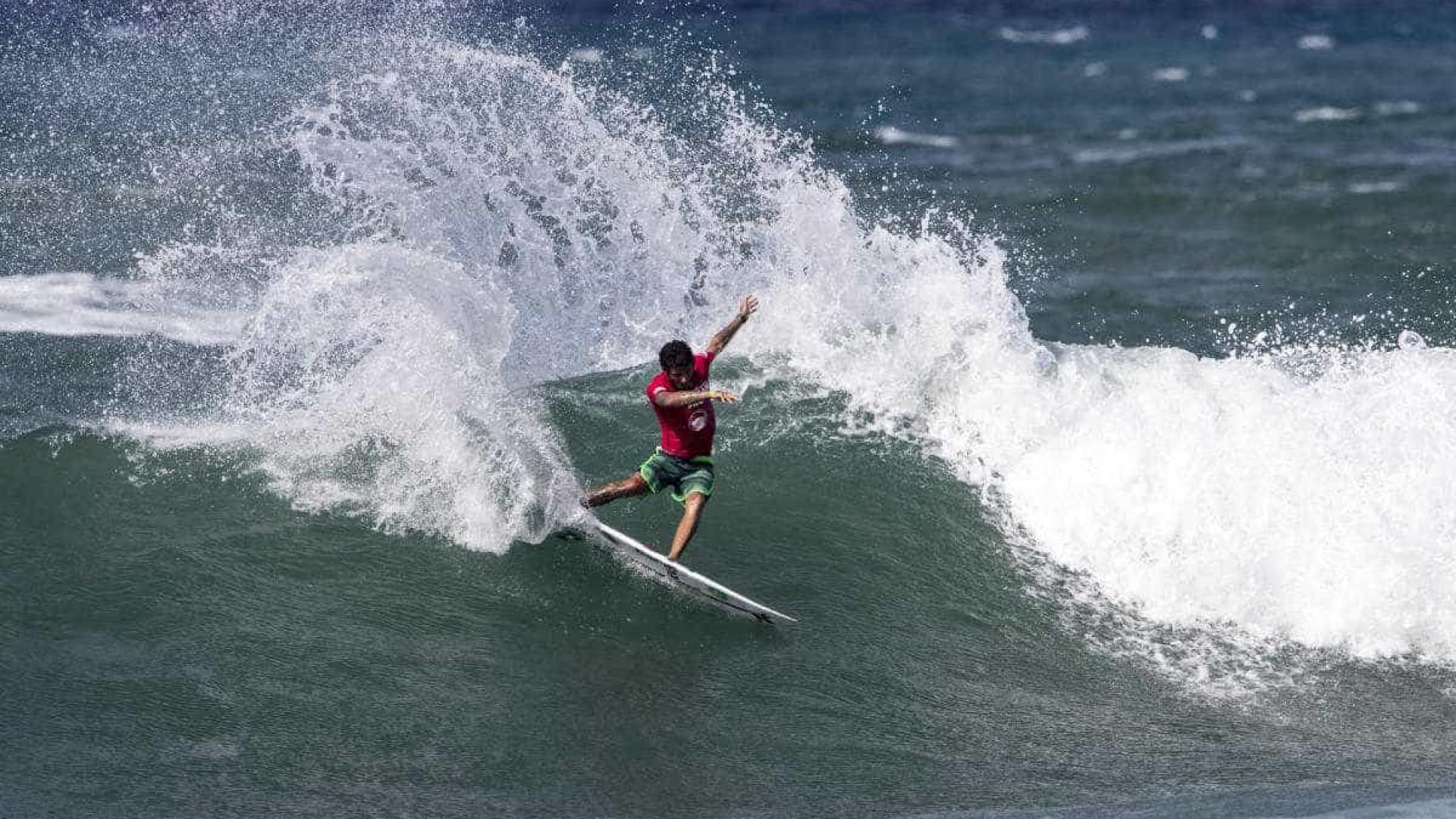 Filipe Toledo vence o primeiro desafio da Tríplice Coroa Havaiana