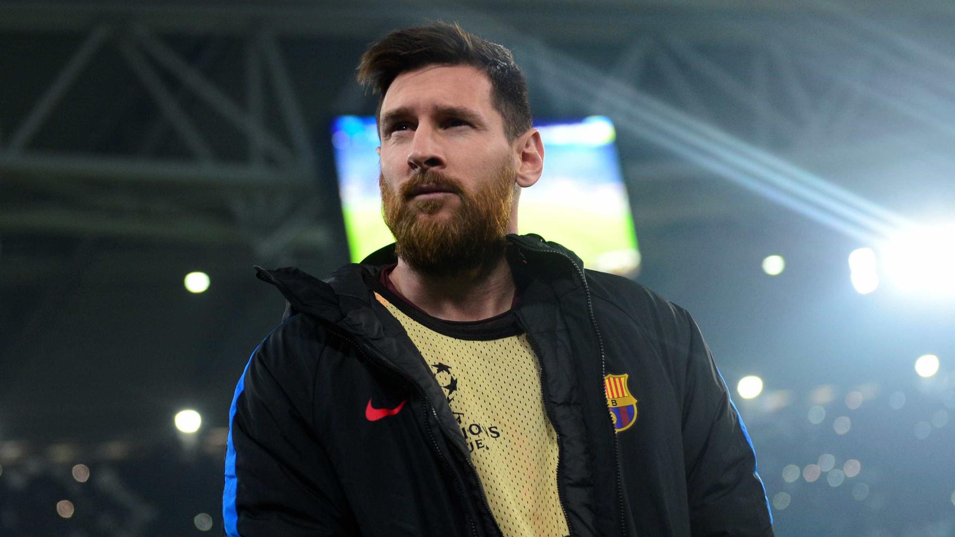 Messi deixa Rakitic no chão e marca golaço durante treino do Barça