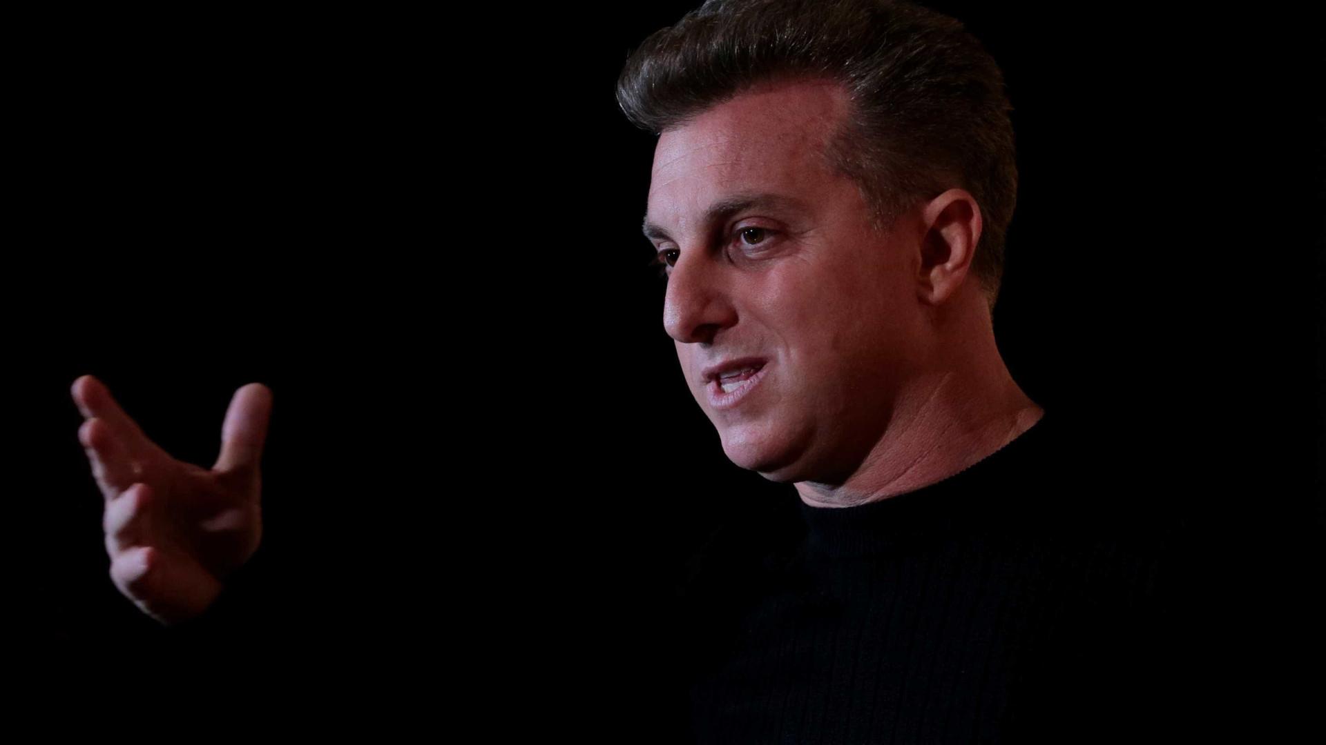 Huck critica Bolsonaro em coluna: 'tudo aquilo de que não precisamos'